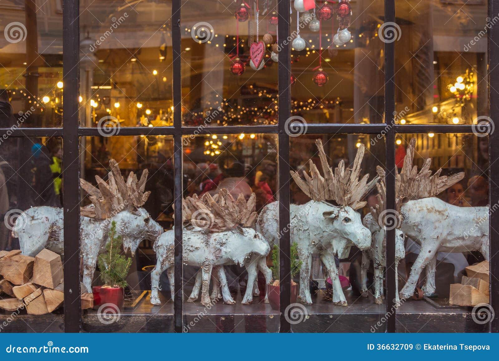 weihnachtsfenster stockbild bild von feiertage architektur 36632709. Black Bedroom Furniture Sets. Home Design Ideas