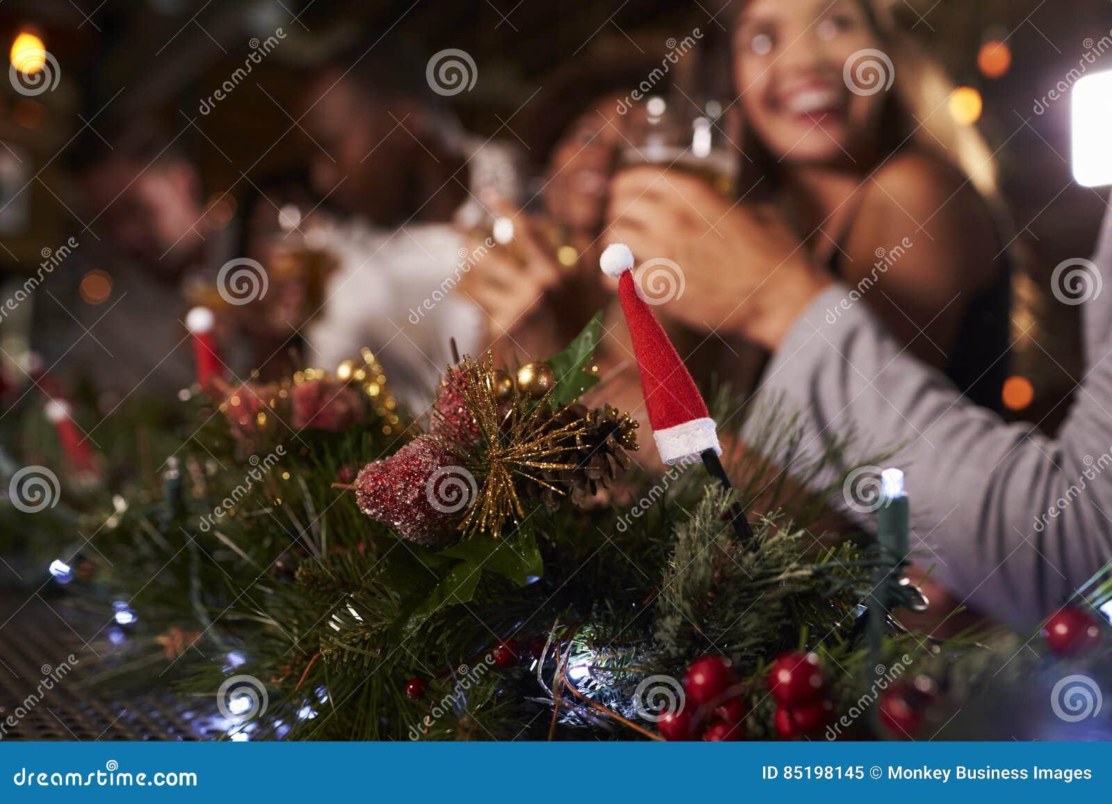 Weihnachtsfest An Einer Stange, Fokus Auf Vordergrunddekorationen ...