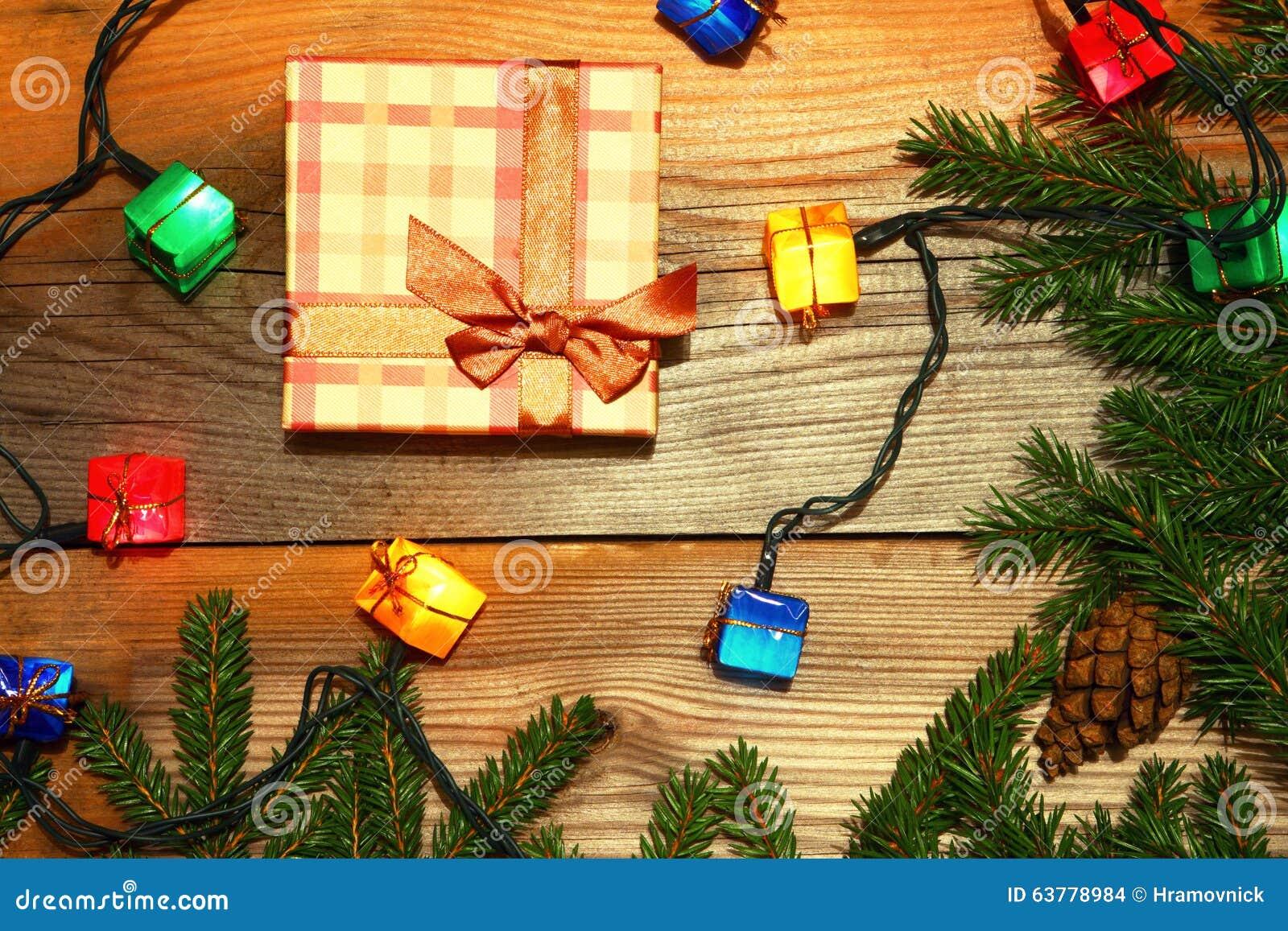 Weihnachtsgeschenk-Hintergrund Kästen Und Kegel Karte Des Neuen ...