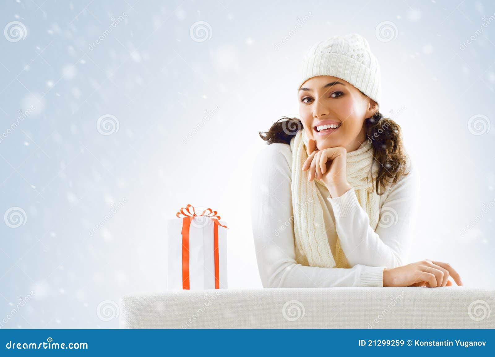 Weihnachtsgeschenke stockbild. Bild von schnee, geschenk - 21299259