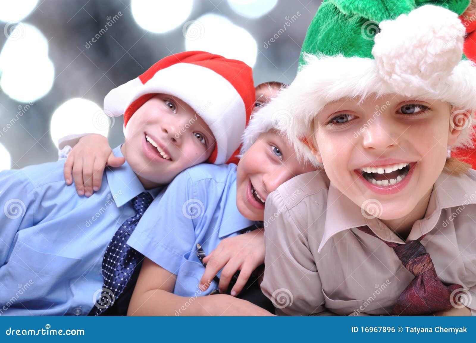 Weihnachtsglückliche Kinder