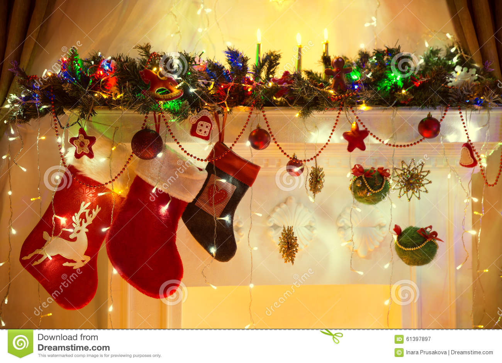 Weihnachtskamin, Familien-hängende Socken, Weihnachten Beleuchtet ...