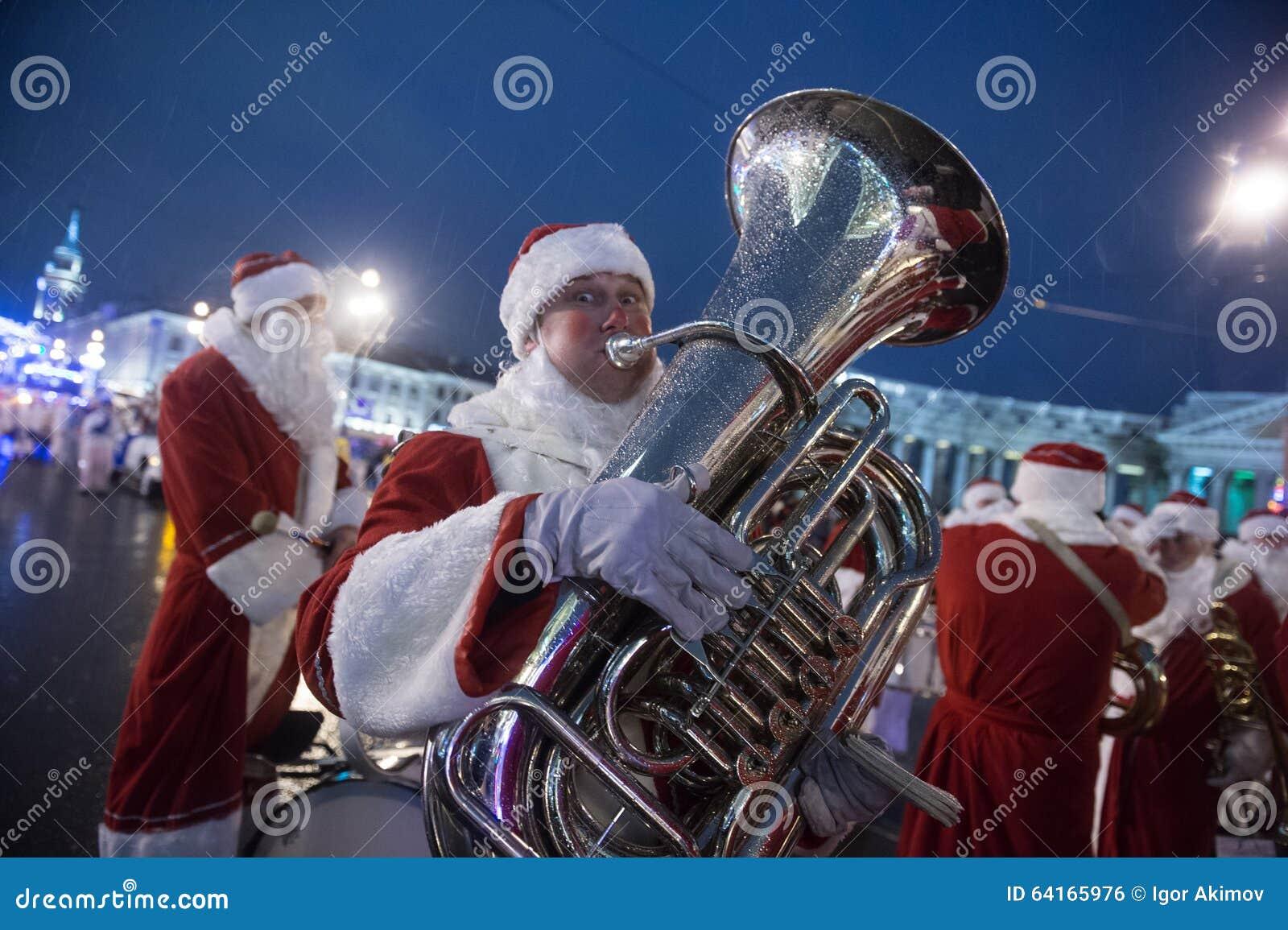 Weihnachtskarneval Auf Nevsky-Aussicht Redaktionelles Foto - Bild ...