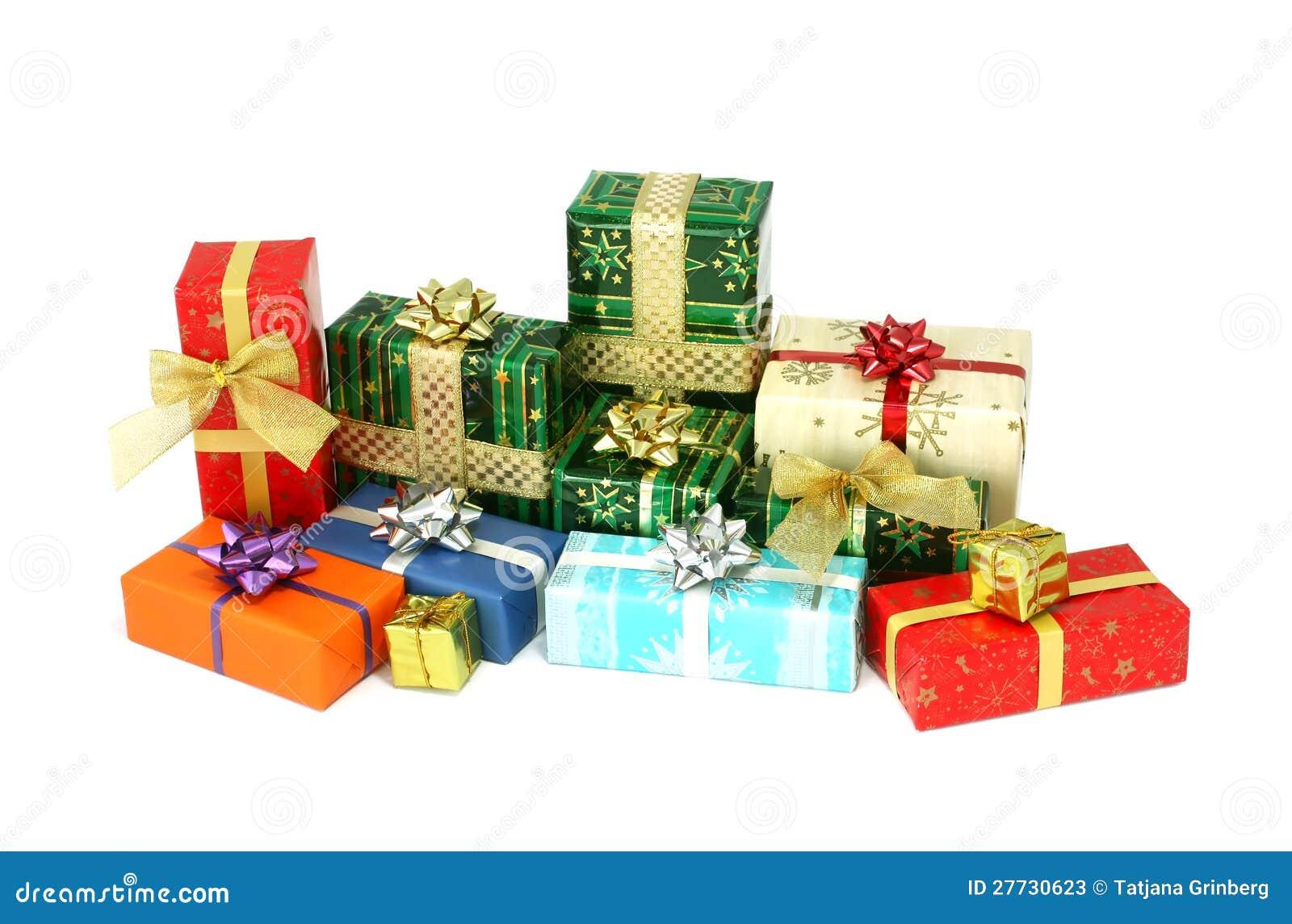 Weihnachtskastengeschenke getrennt auf Weiß