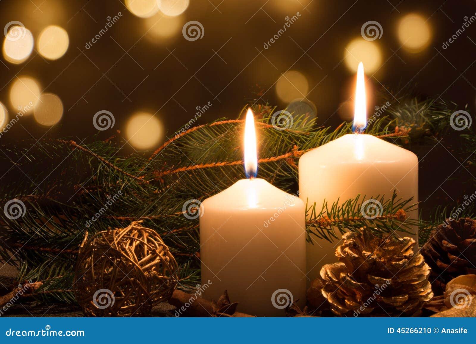 Weihnachtskerzen und -leuchten