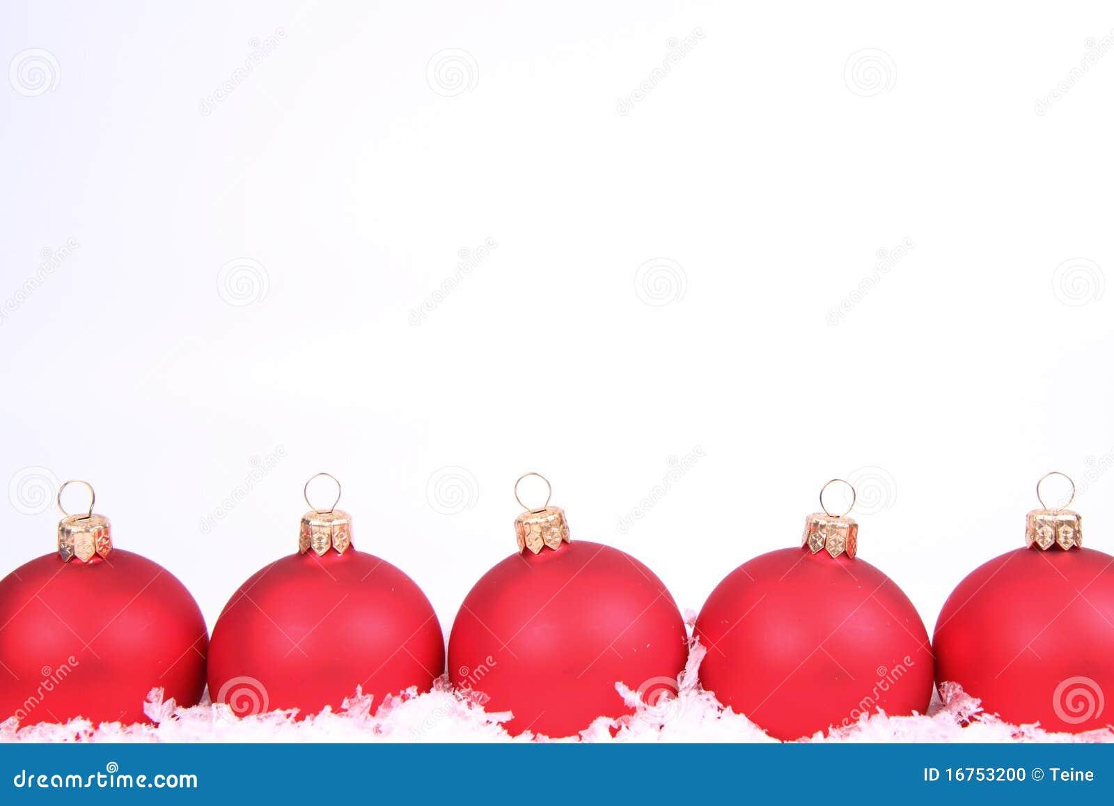 Weihnachtskugeln und schneehintergrund stockfoto bild for Weihnachtskugeln bilder
