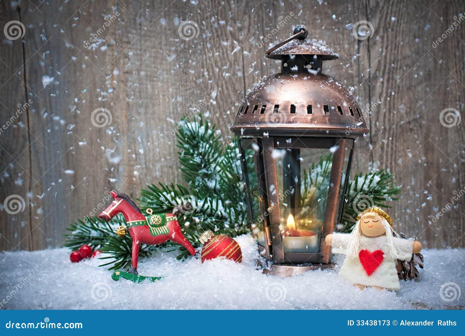 weihnachtslaterne im schnee stockfotos bild 33438173. Black Bedroom Furniture Sets. Home Design Ideas