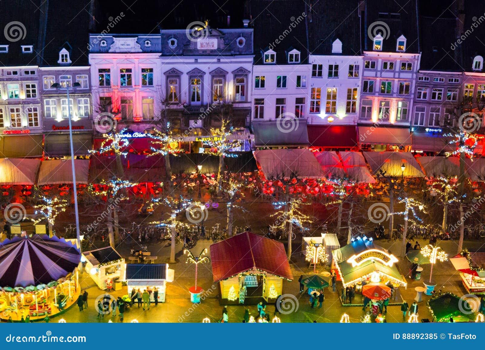 weihnachtsmarkt auf vrijthof in maastricht die niederlande redaktionelles bild bild von nacht. Black Bedroom Furniture Sets. Home Design Ideas