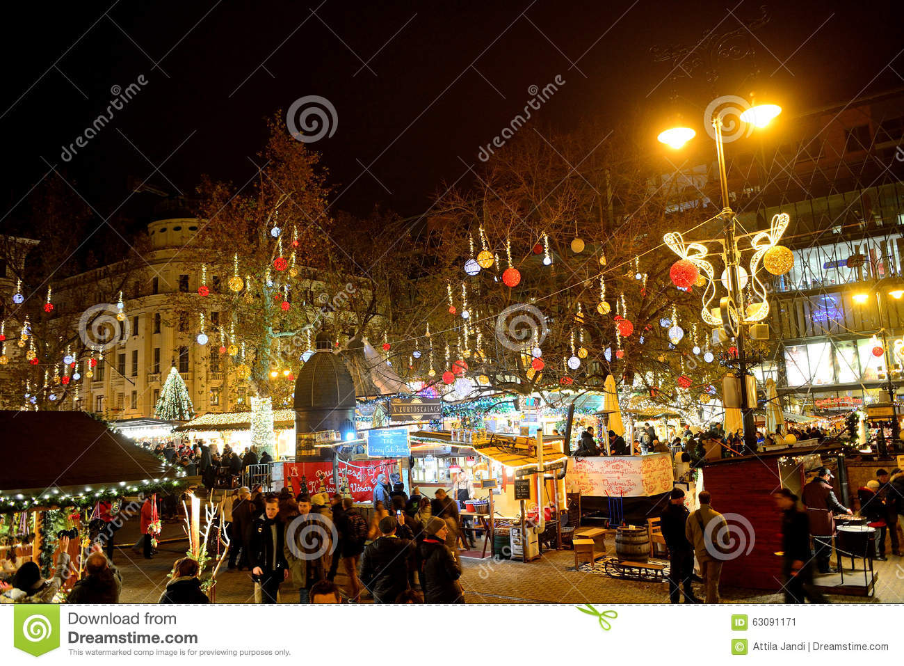 weihnachtsmarkt budapest ungarn redaktionelles foto. Black Bedroom Furniture Sets. Home Design Ideas