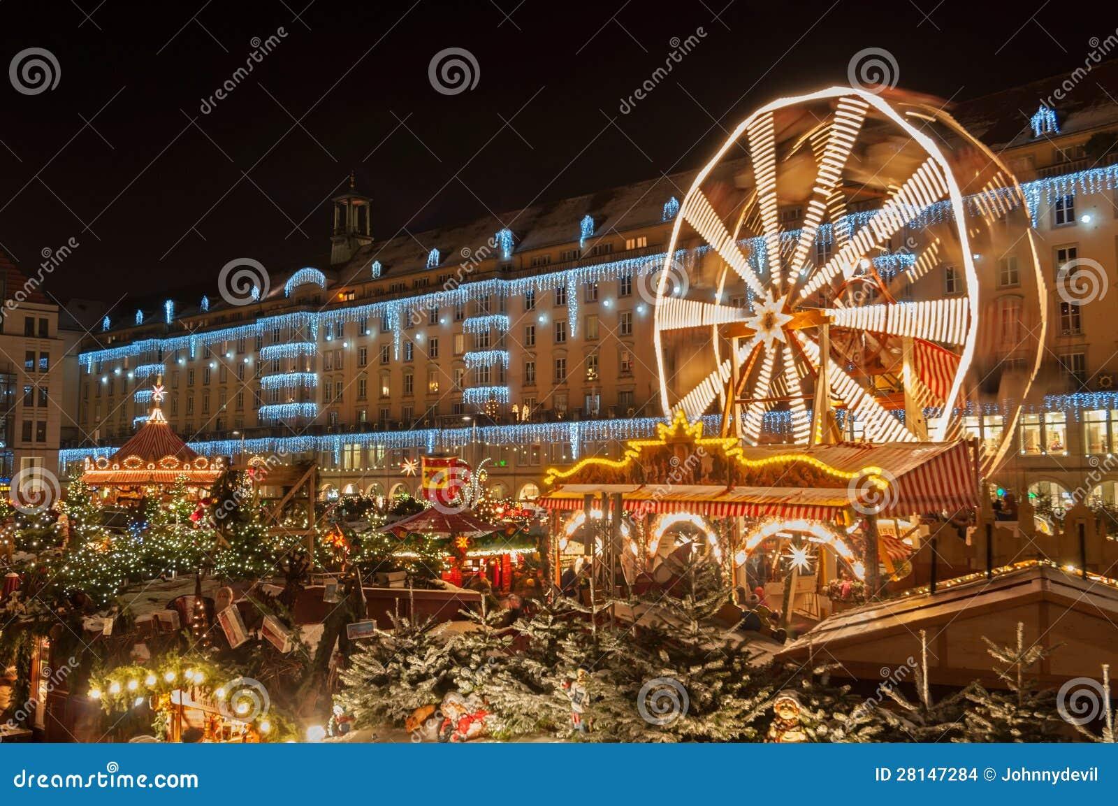 Weihnachtsmarkt In Dresden.Weihnachtsmarkt In Dresden Stockfoto Bild Von Deutschland 28147284