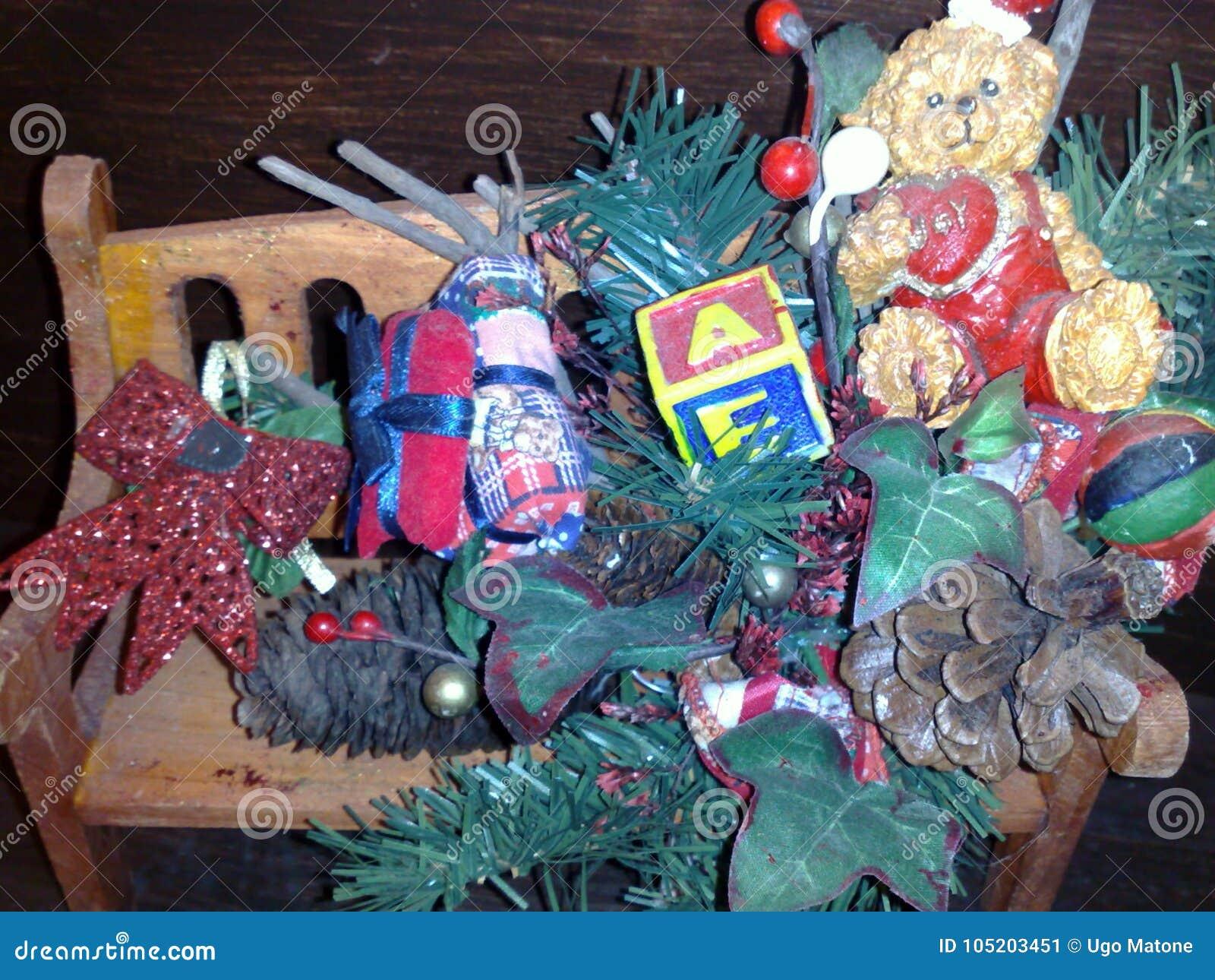 Weihnachtsmotivzusammensetzung, Verzierung
