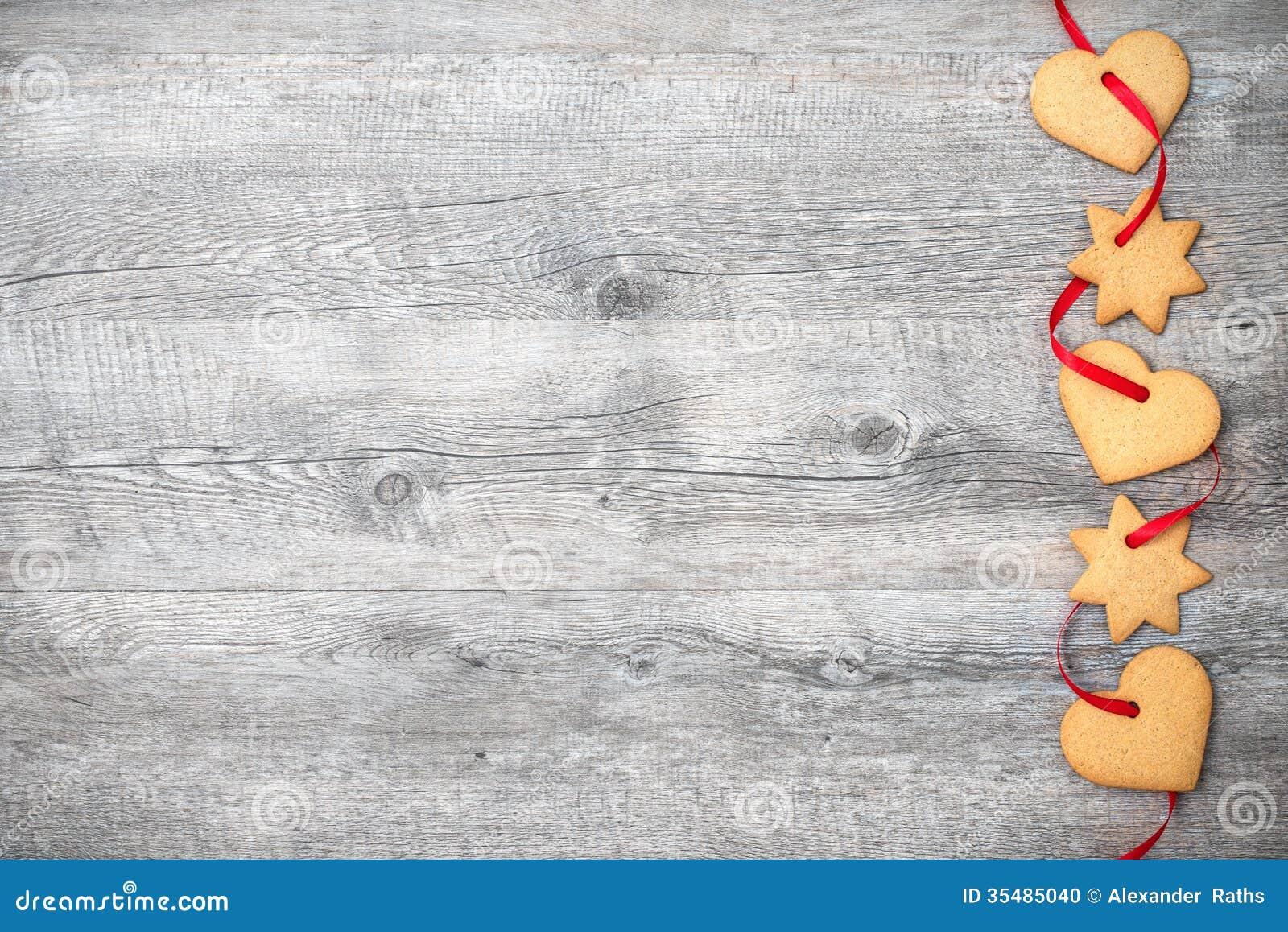 Weihnachtsplätzchen mit rotem Band
