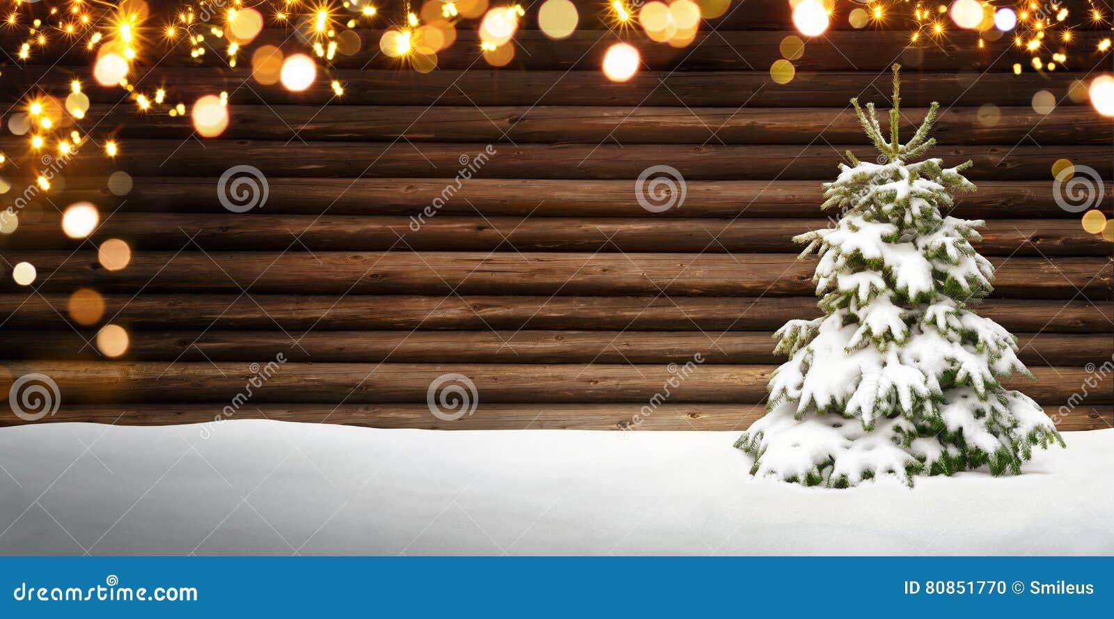 Weihnachtsrahmen Mit Tannenbaum, Holz, Schnee Und Lichtern Stockfoto ...