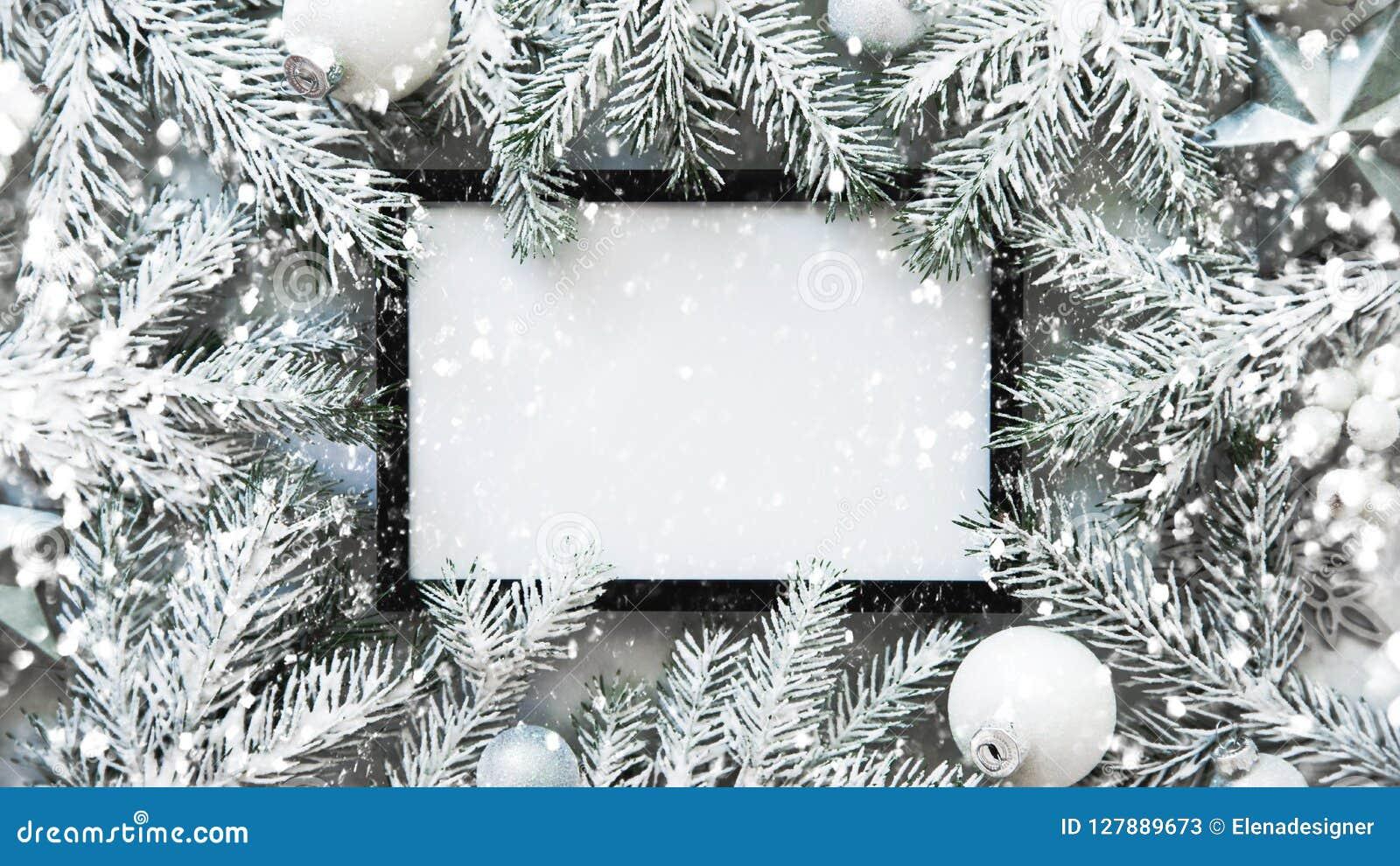 Weihnachtsrahmenhintergrund mit Weihnachtsbaum und Weihnachtsdekorationen Grußkarte der frohen Weihnachten, Fahne Winterurlaubthe