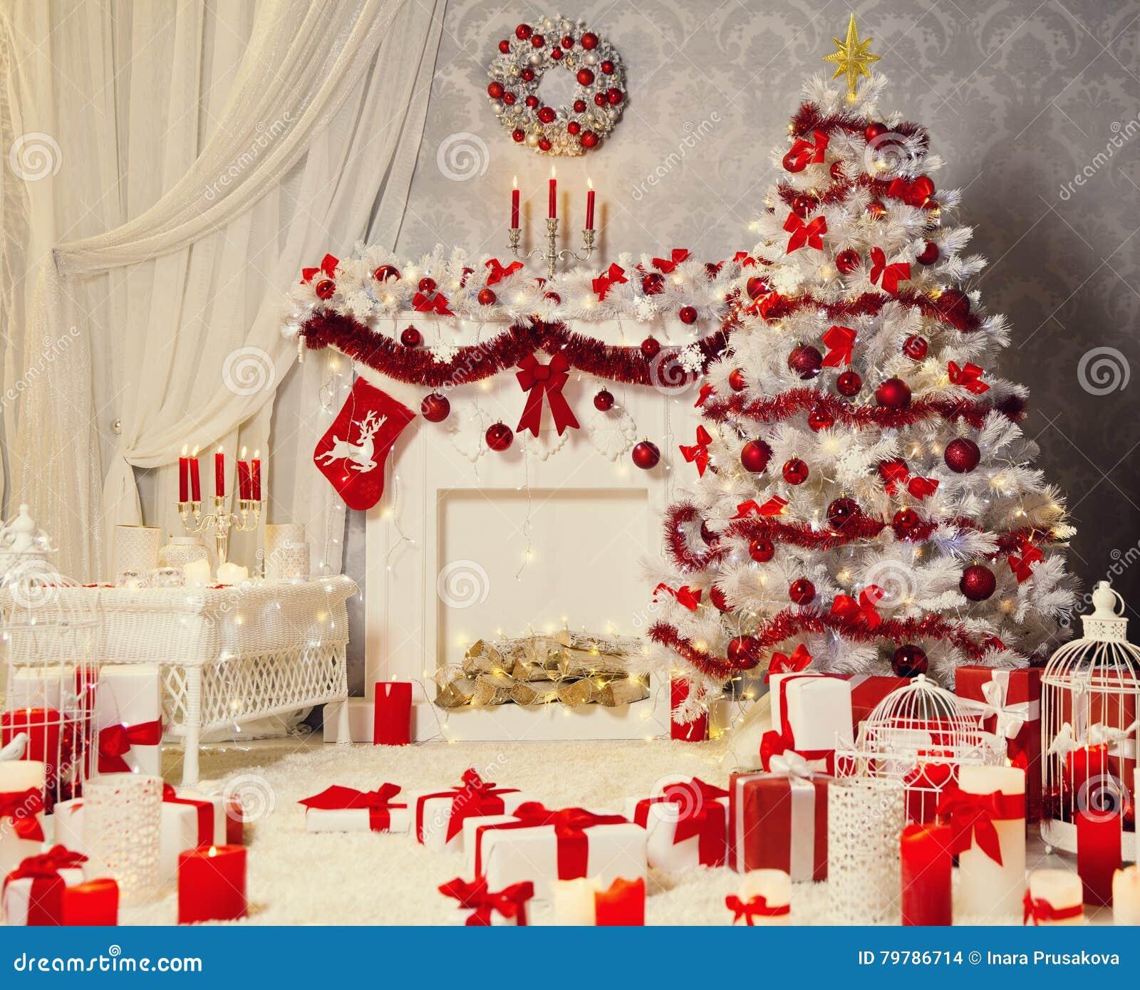 Weihnachtsraum Innen Weisser Weihnachtsbaum Kamin Dekoration Stockfoto Bild Von Weisser Weihnachtsbaum 79786714