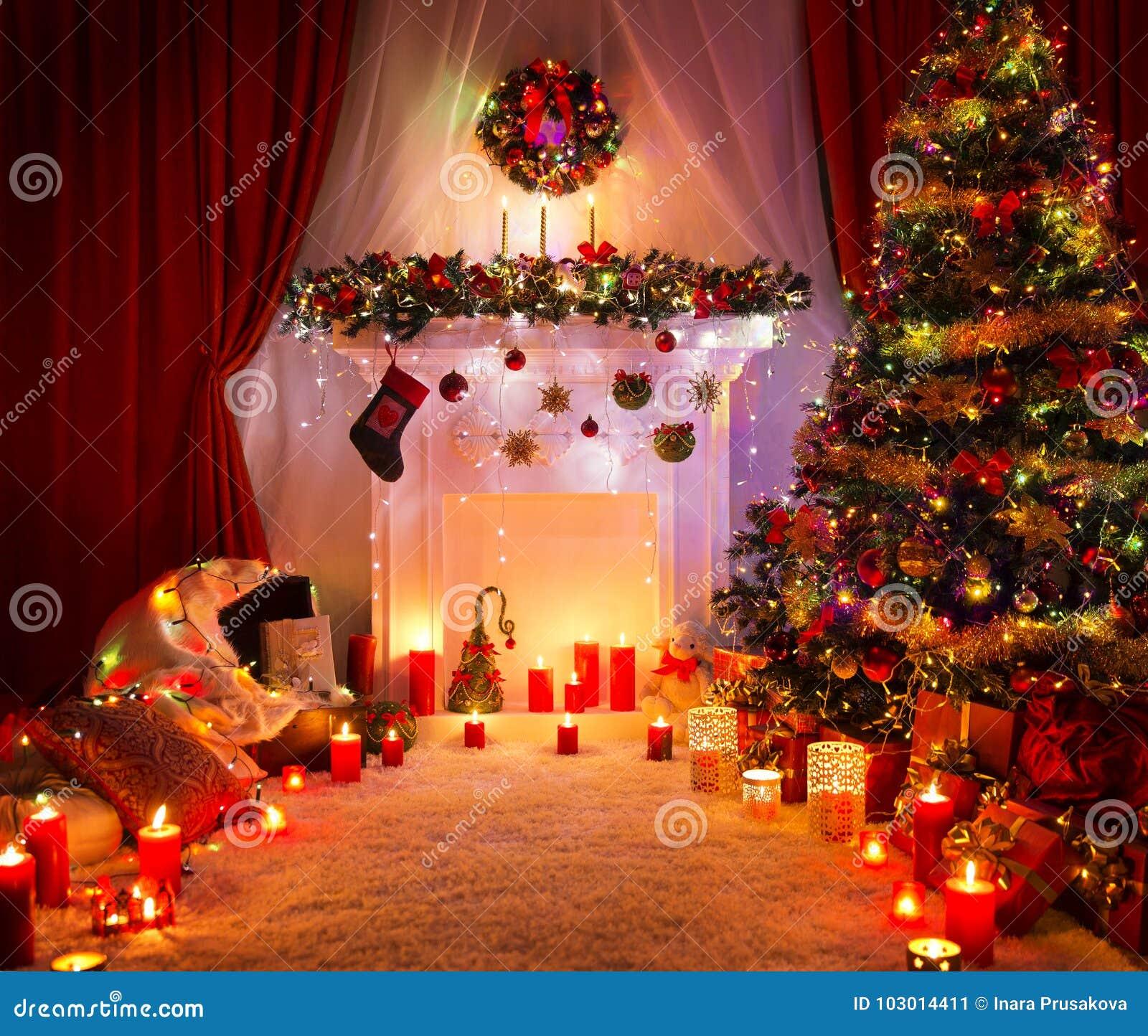 Weihnachtsraum Weihnachtsbaum Kamin Dekoration Beleuchtend Stockbild Bild Von Beleuchtend Weihnachtsraum 103014411