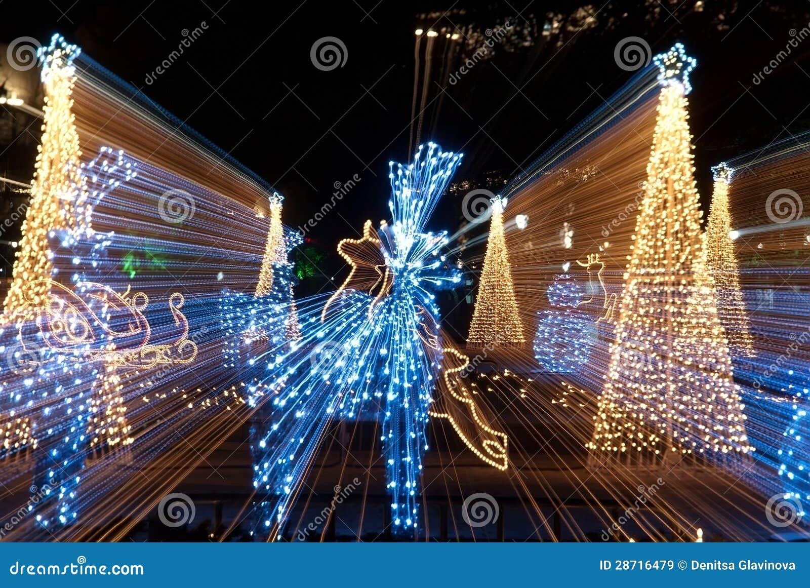 weihnachtsschlitten rotwild und b ume bokeh beleuchten lizenzfreie stockbilder bild 28716479. Black Bedroom Furniture Sets. Home Design Ideas