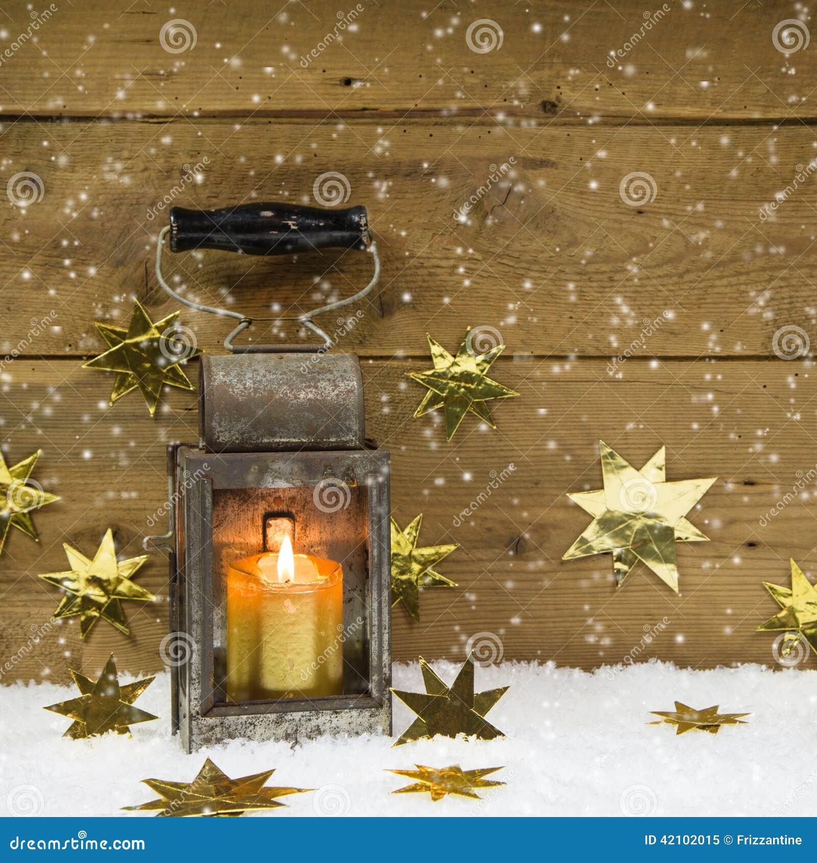 weihnachtsstimmung altes rustikales latern auf einem. Black Bedroom Furniture Sets. Home Design Ideas