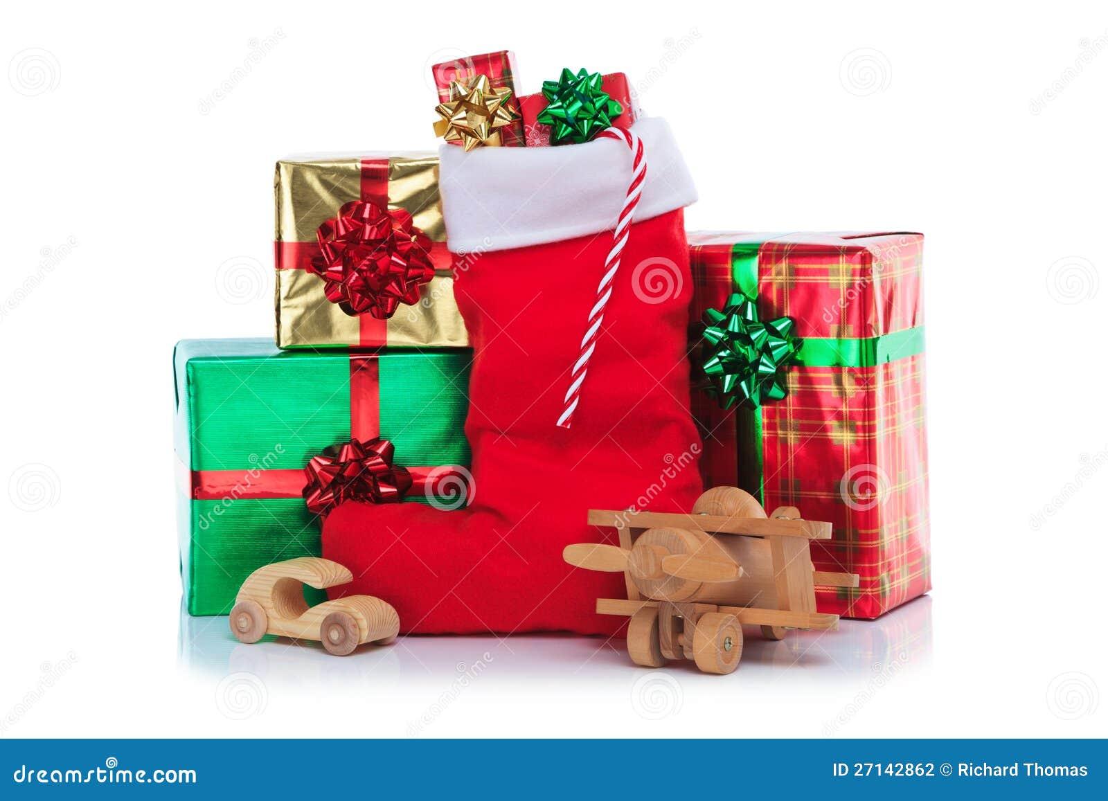 Weihnachtsstrumpf Mit Geschenken Wickelte Geschenke Ein Stockfoto ...