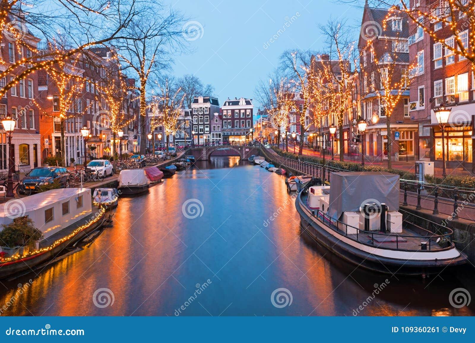 weihnachtszeit in amsterdam die niederlande an der d mmerung stockbild bild von d mmerung. Black Bedroom Furniture Sets. Home Design Ideas