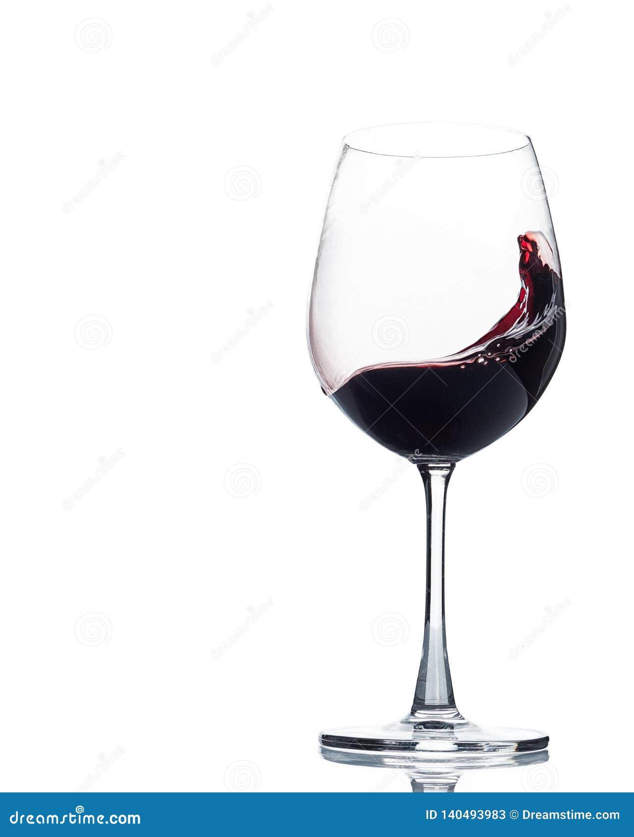 Wein, der in das Glas wirbelt