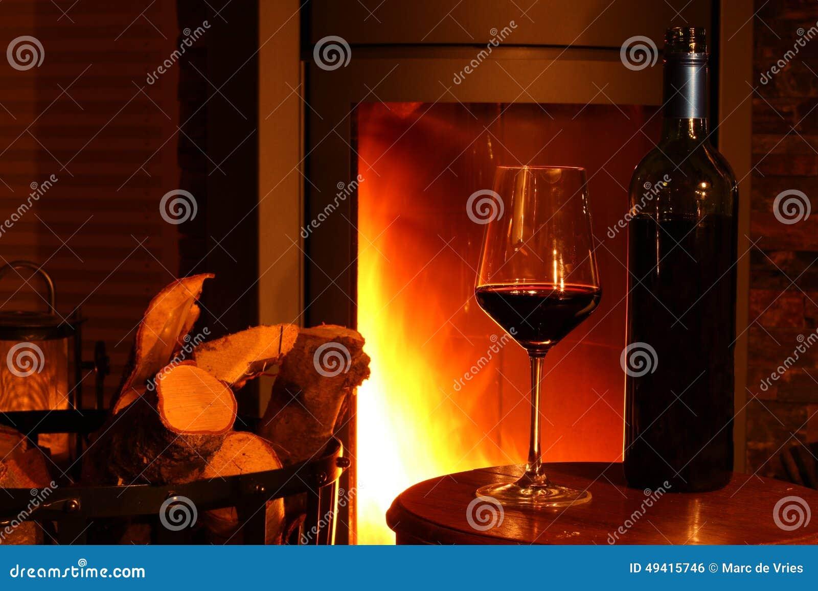 Download Wein am Kamin stockfoto. Bild von warm, feuer, kamin - 49415746