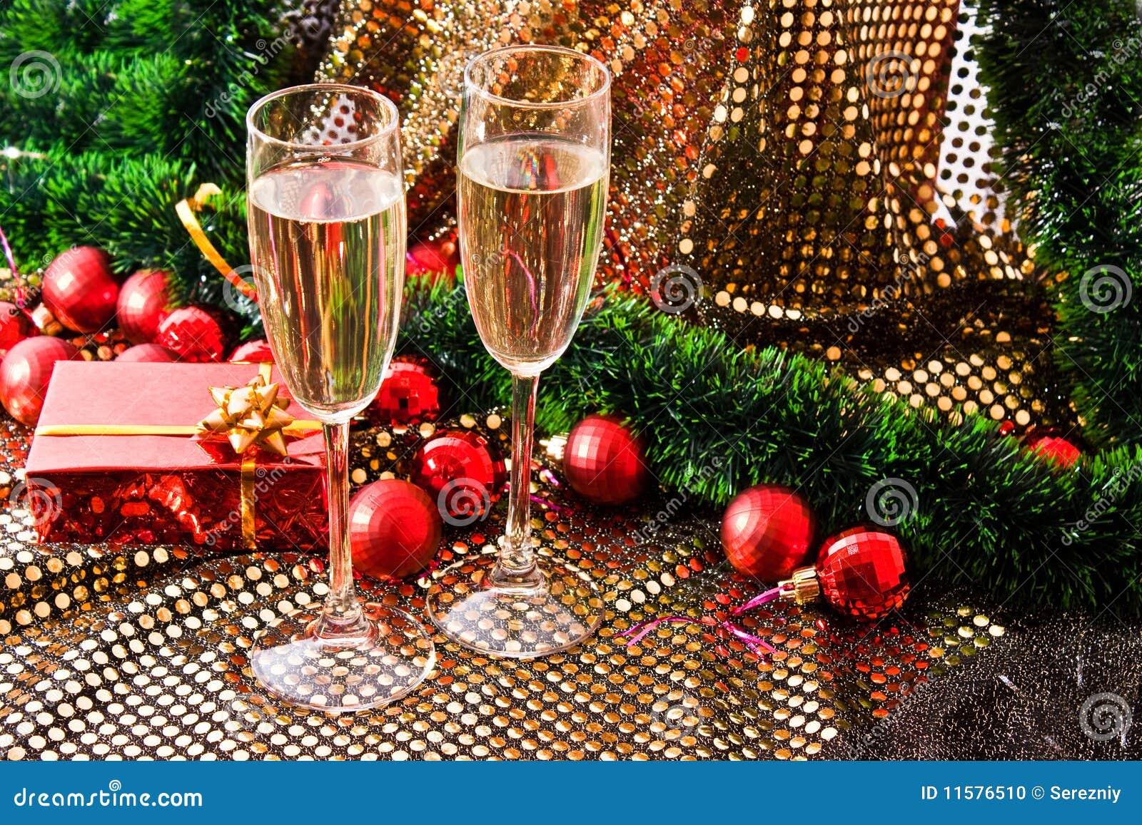 Wein- Und Weihnachtsgeschenk Stockfoto - Bild von weiß, dekoration ...
