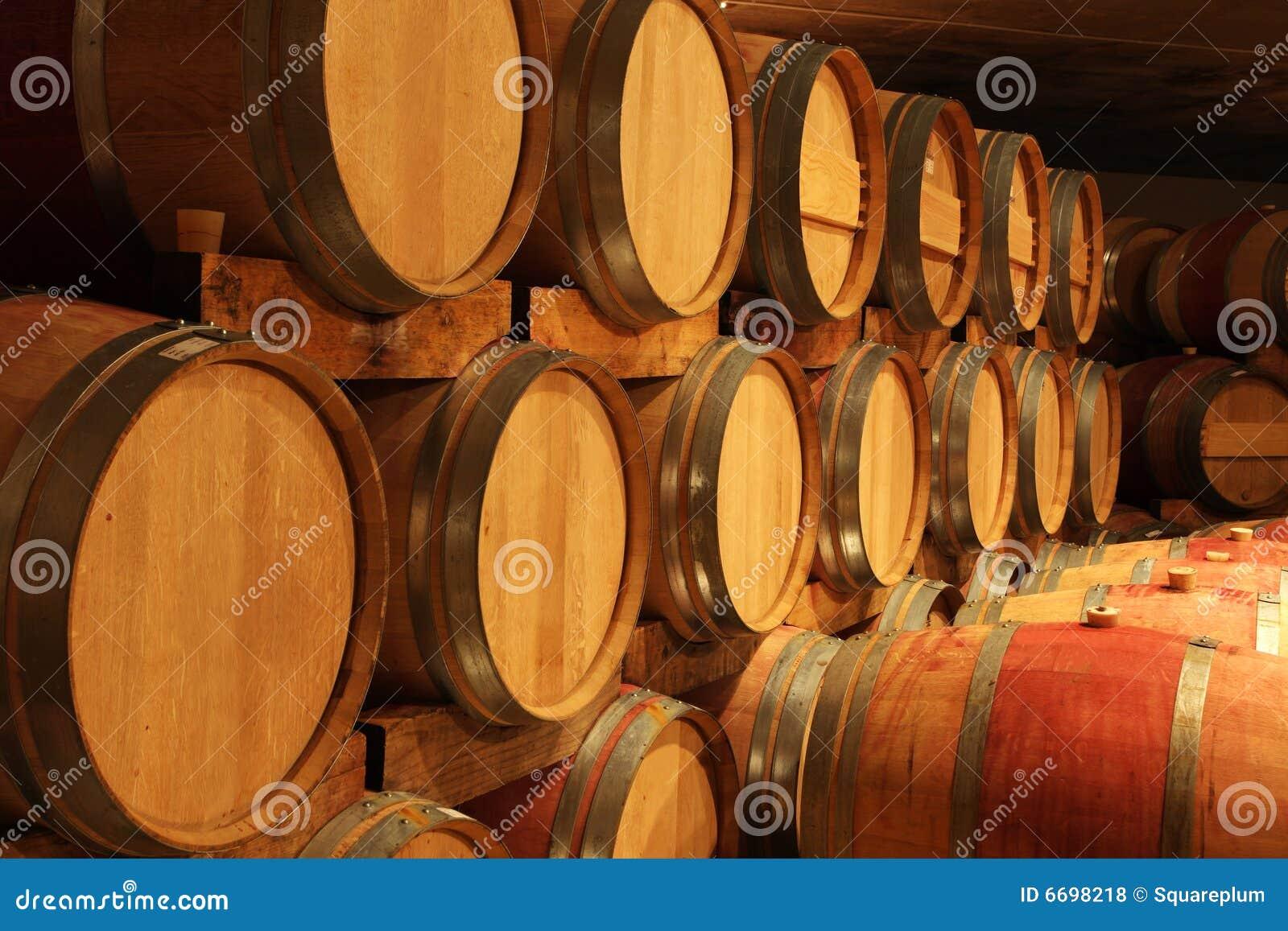 Fußboden Aus Weinfässern ~ Weinfass stehtisch und viele andere diy möbel aus holzfass