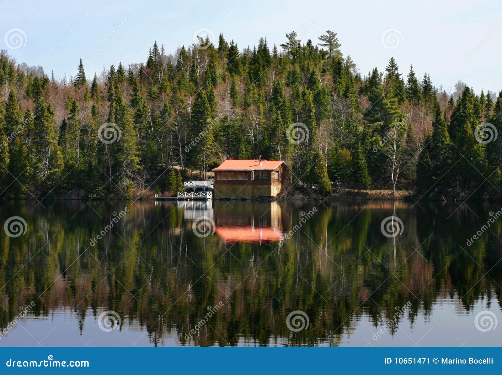 Weinig huis in canada stock afbeelding afbeelding bestaande uit landschap 10651471 - Foto huis in l ...