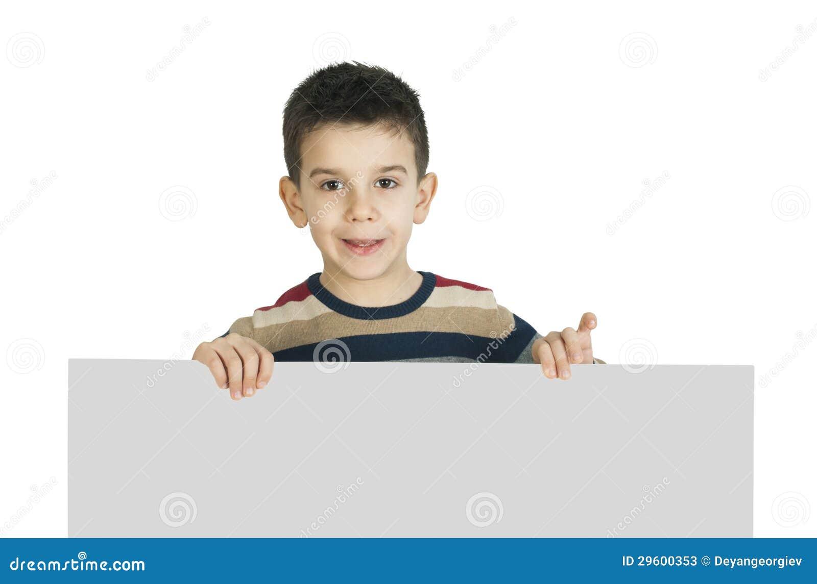 Weinig jongen die een whiteboard houden