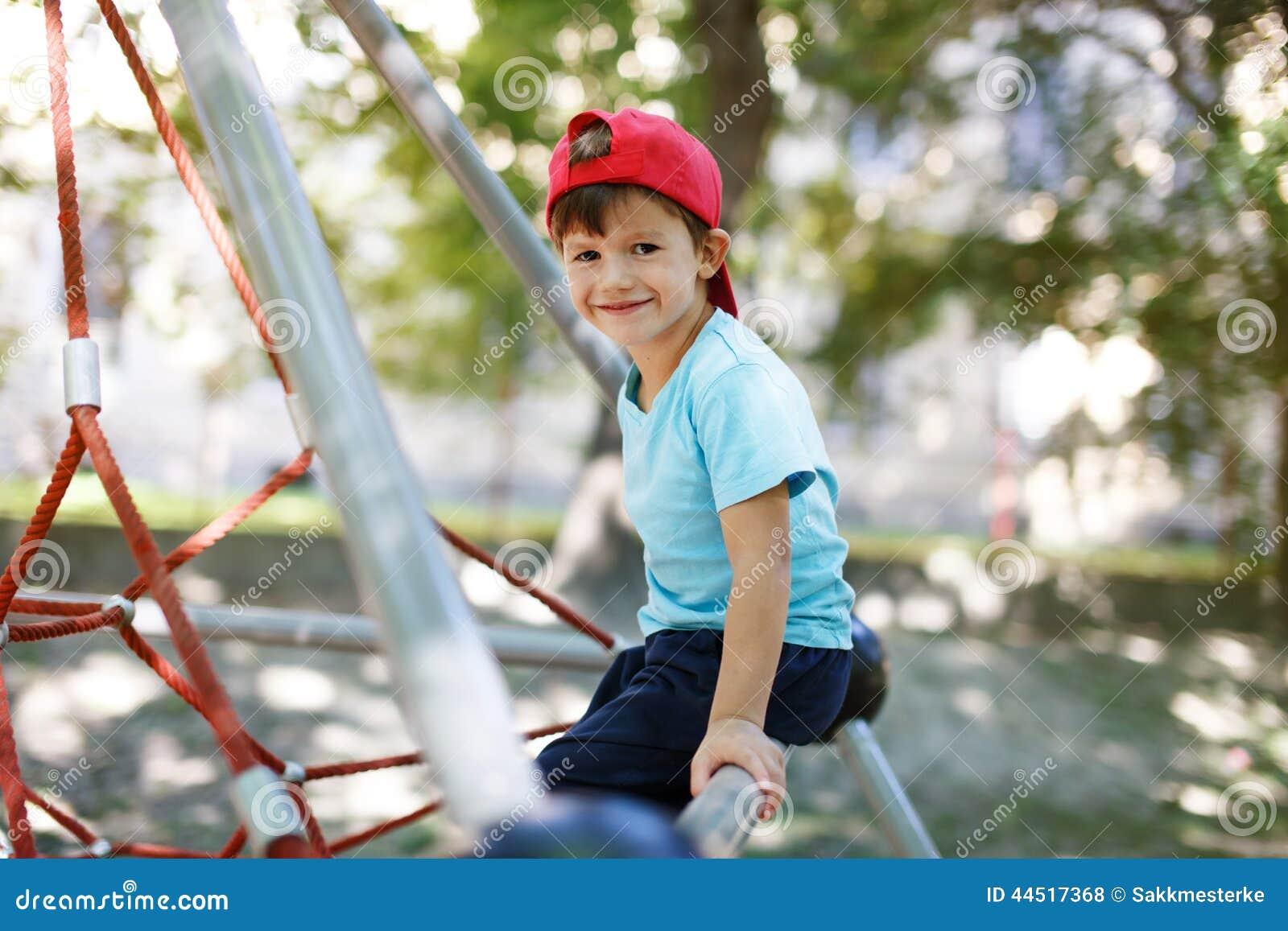 Weinig jongen in GLB zit op wildernisgymnastiek