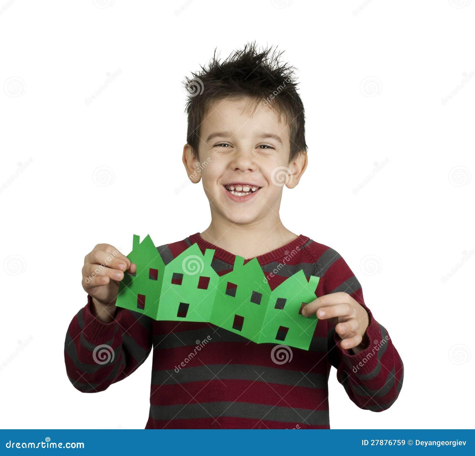 Weinig jongensholding huisvest gemaakt ââof document