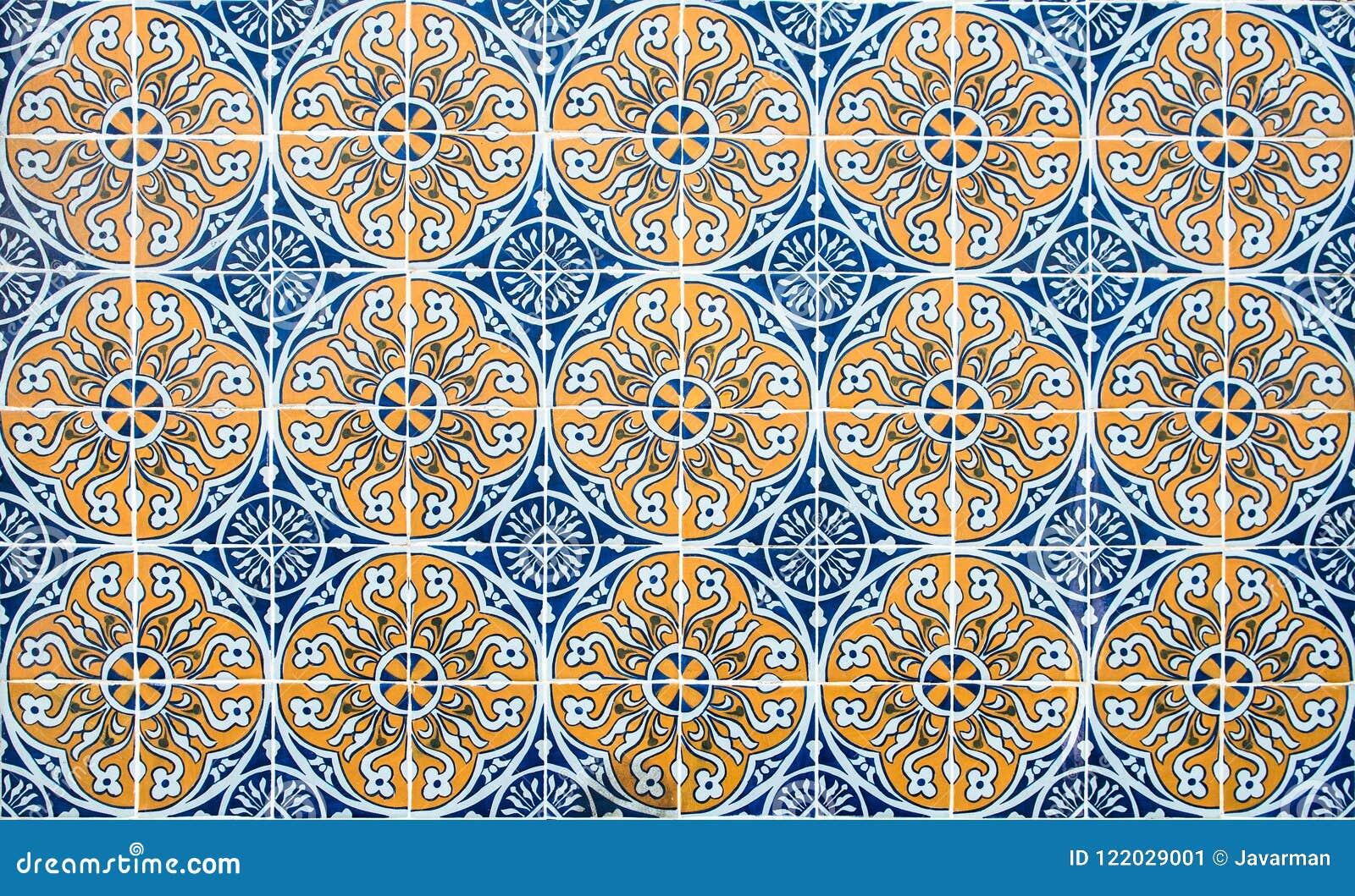 Weinlese Azulejos, Traditionelle Portugiesische Fliesen Stockbild ...
