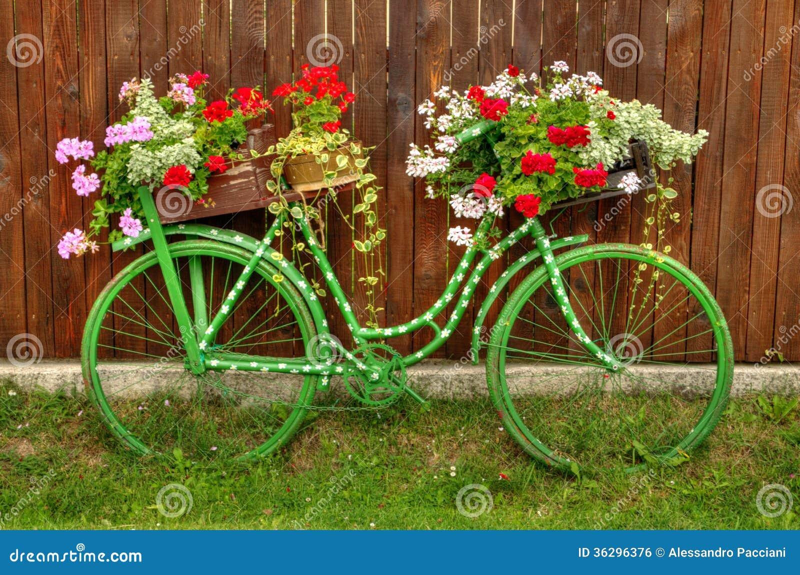 weinlese fahrrad mit blumen lizenzfreies stockbild bild 36296376. Black Bedroom Furniture Sets. Home Design Ideas