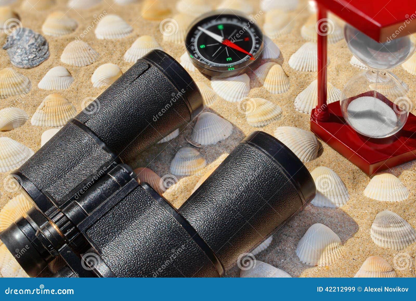 Weinlese ferngläser kompass sanduhr und muscheln marine ba