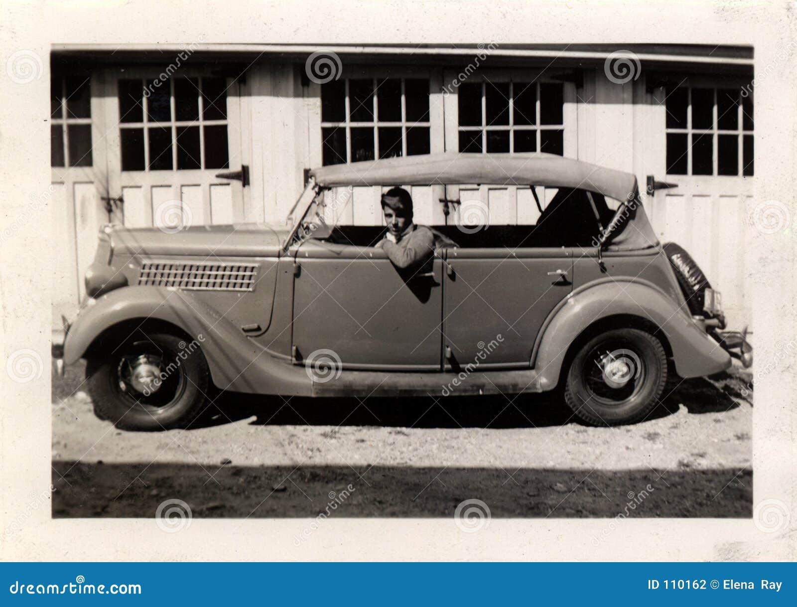 Weinlese-Mann im Auto