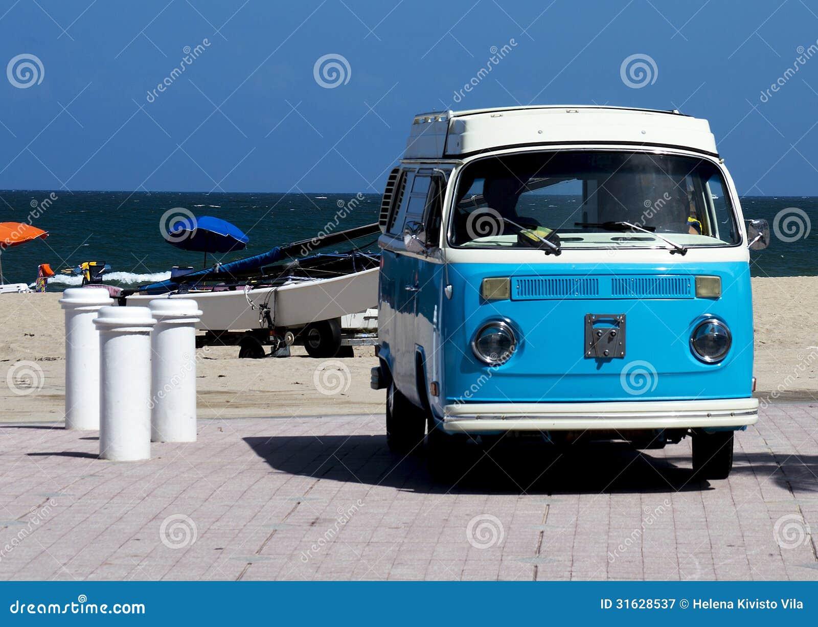 Weinlese Volkswagen auf dem Strand