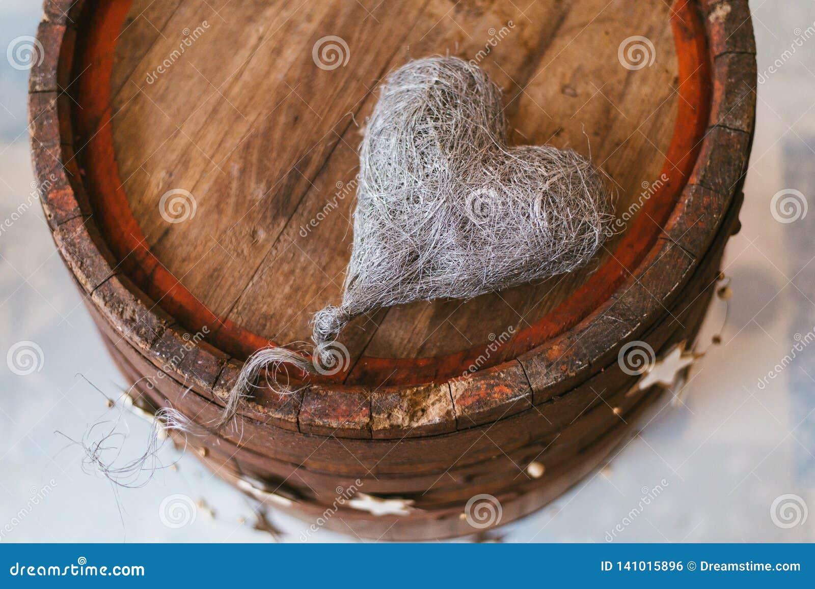 Weinlesedekoration mit einem Herzen