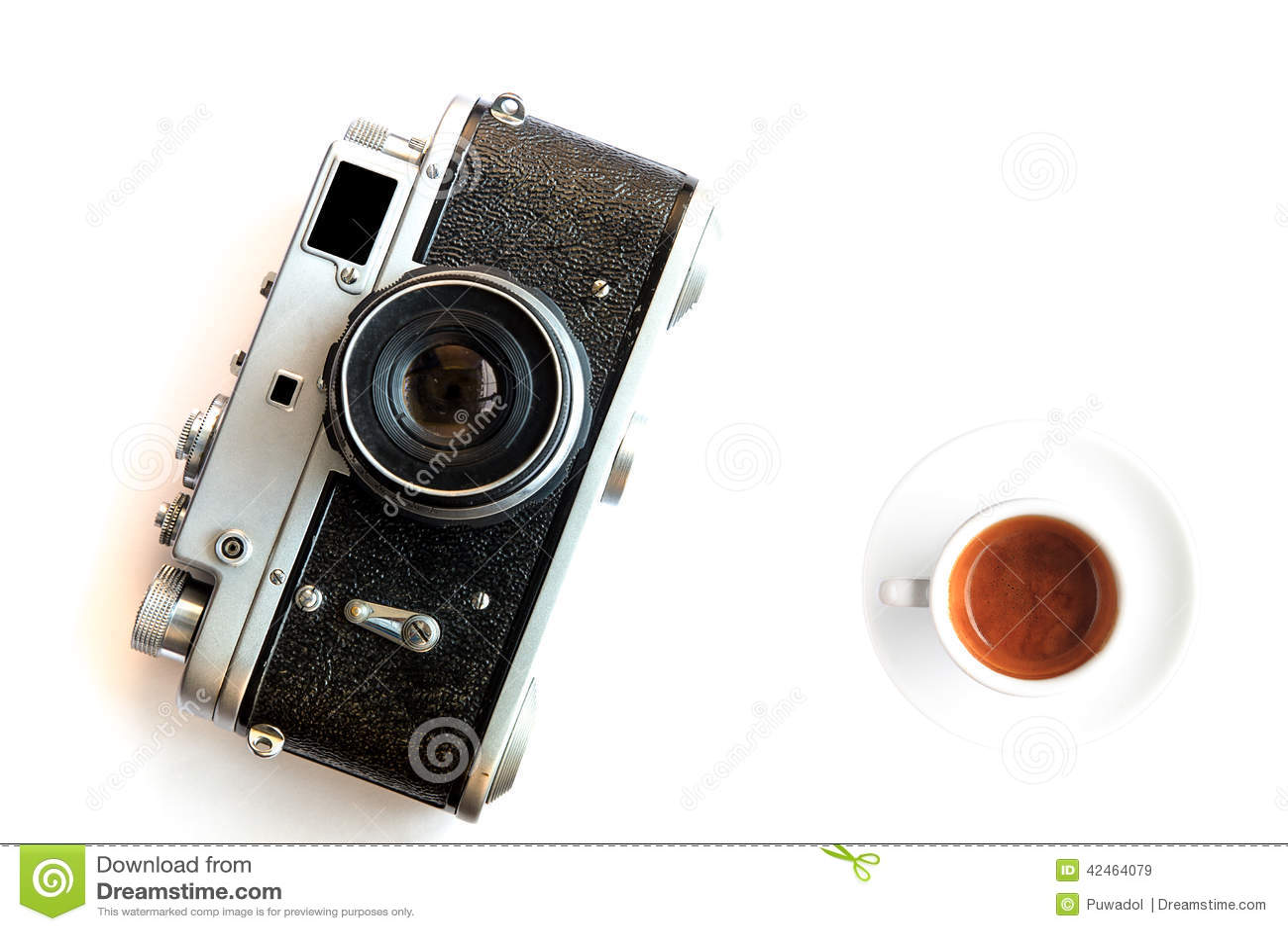 Weinlesekamera und ein Tasse Kaffee