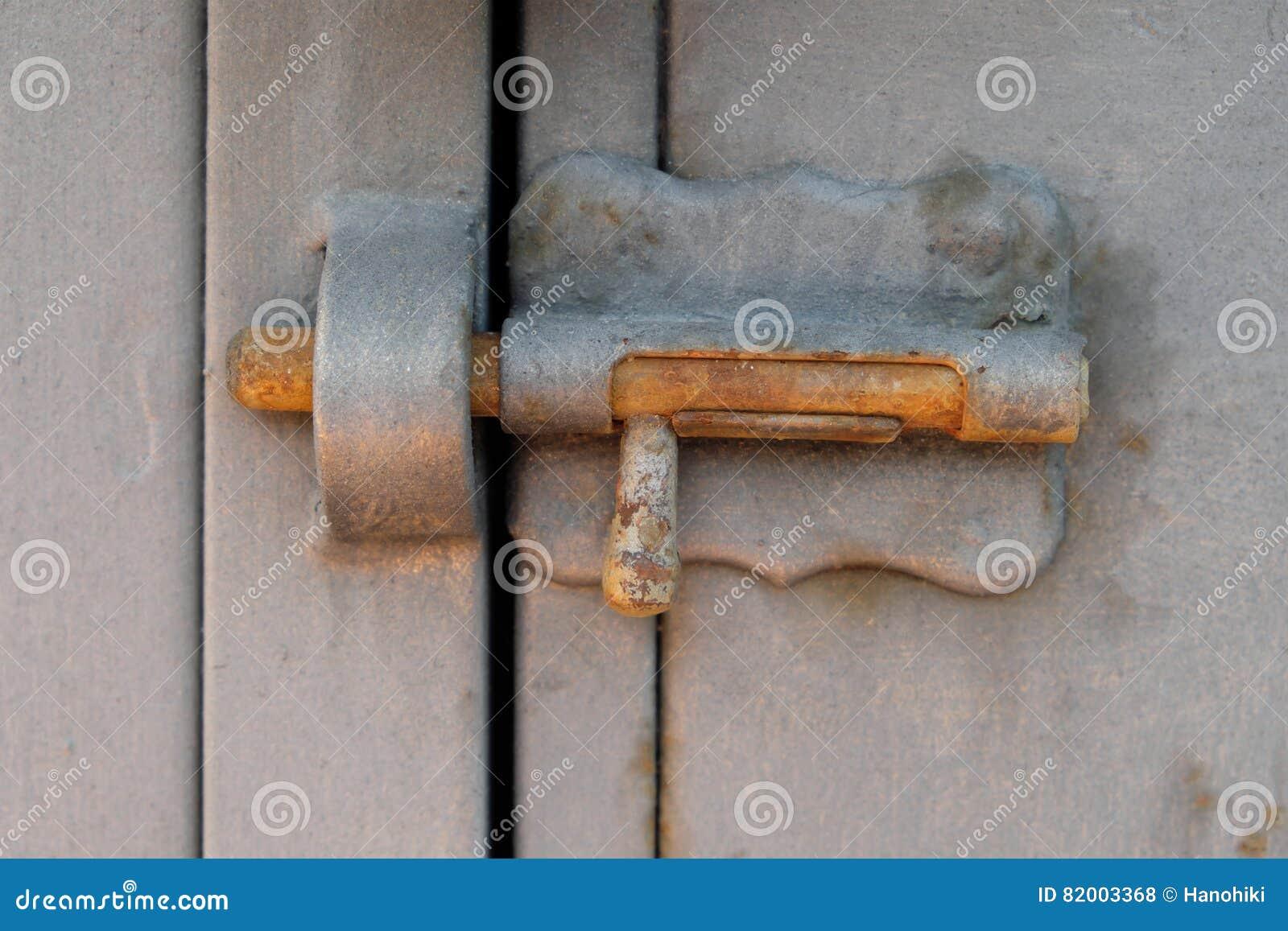 Verschlossene tür  Weinlesemetall-ltch, Sperrbolzen, Verschlossene Tür Stockfoto ...