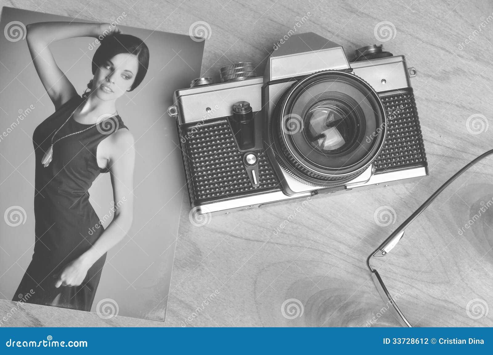 Weinlesepapierbild mit alter Kamera