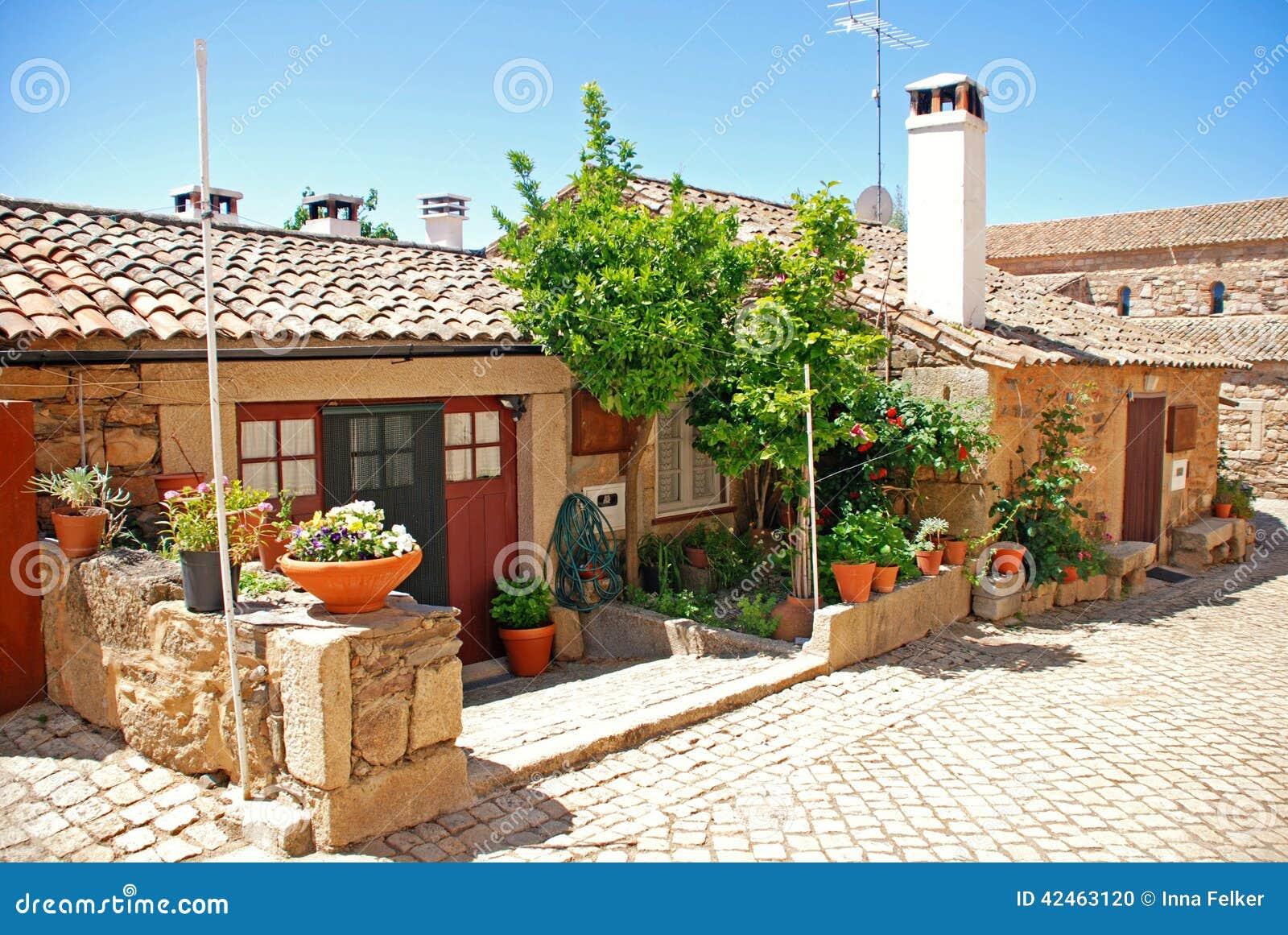 Weinlesesteinhaus in altem Portugal-Dorf