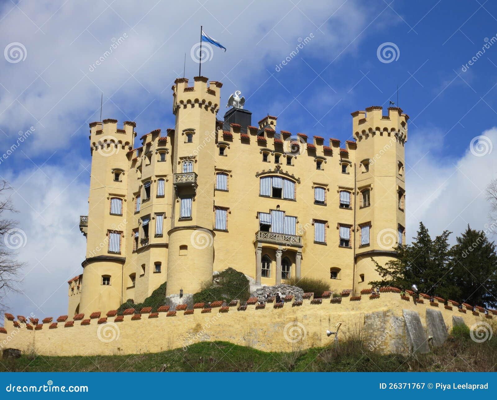 Weite Ansicht des Hohenschwangau Schlosses