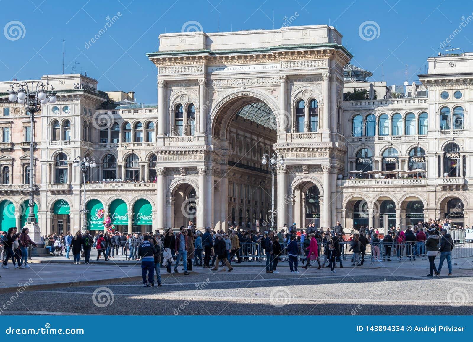 Wejście Galleria Vittorio Emanuele II, Mediolan, Włochy