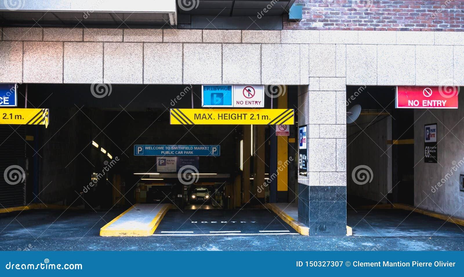 Wejście podziemny parking w Dublin, Irlandia