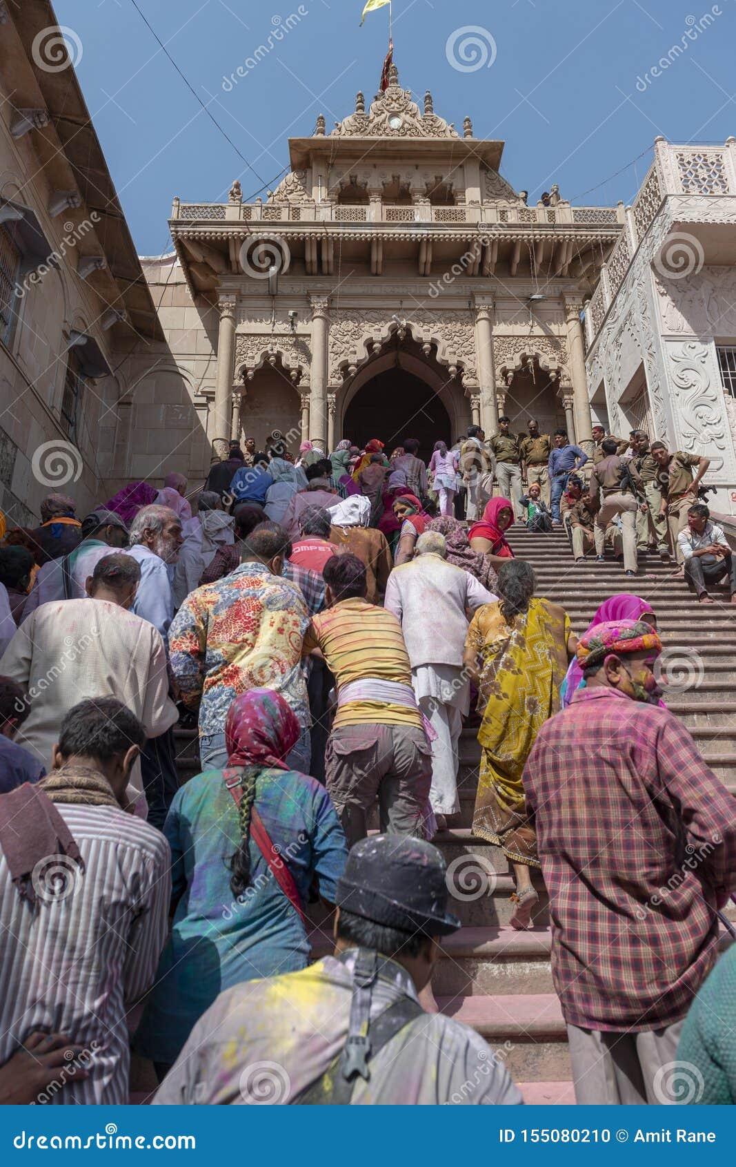 Wejście Radha Rani świątynia przy Barsana podczas Holi festiwalu, UttarPradesh, India