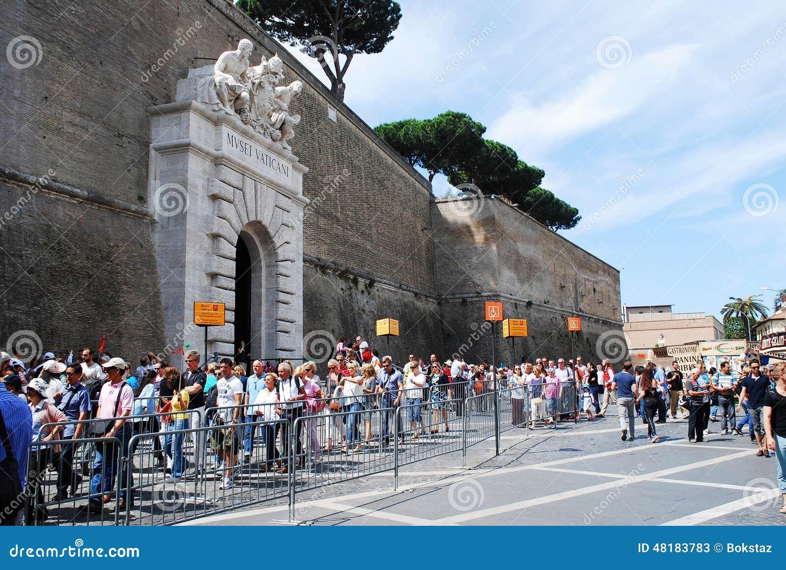 Wejście Watykański muzeum na Maju 30, 2014