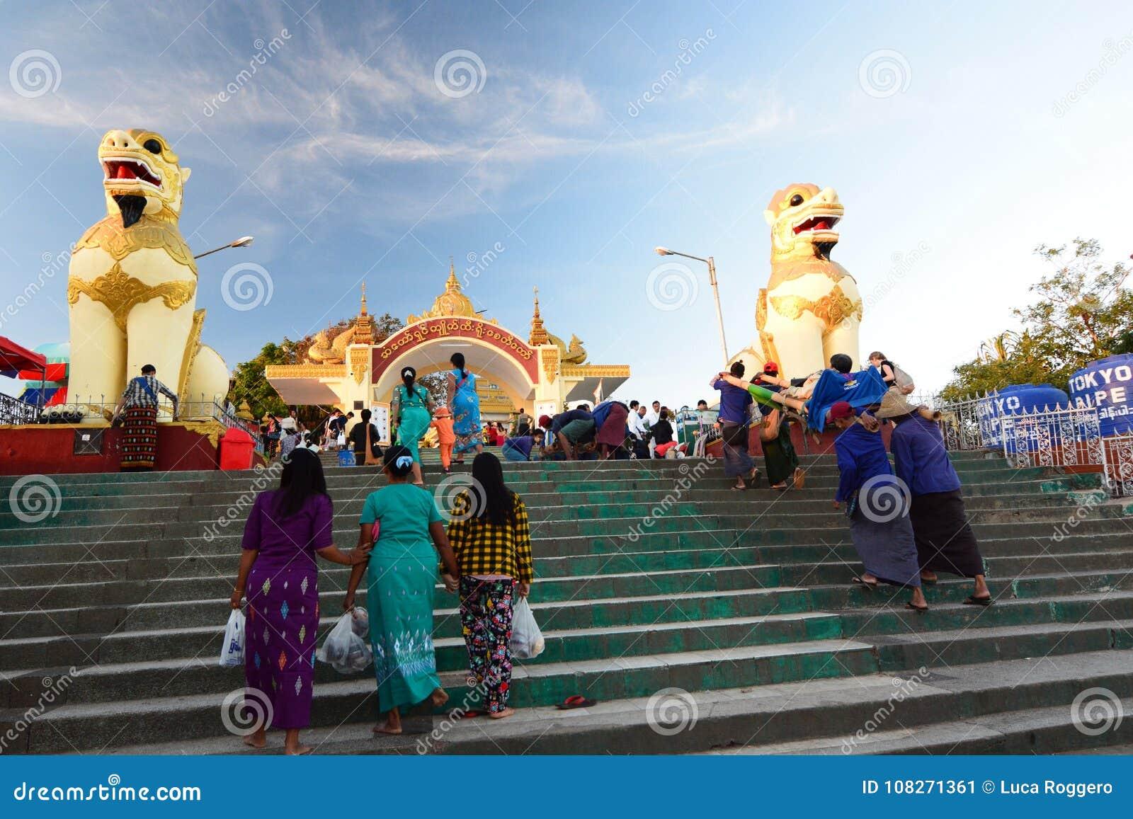 Wejściowa brama miejsce Kyaiktiyo pagoda Mon stan Myanmar