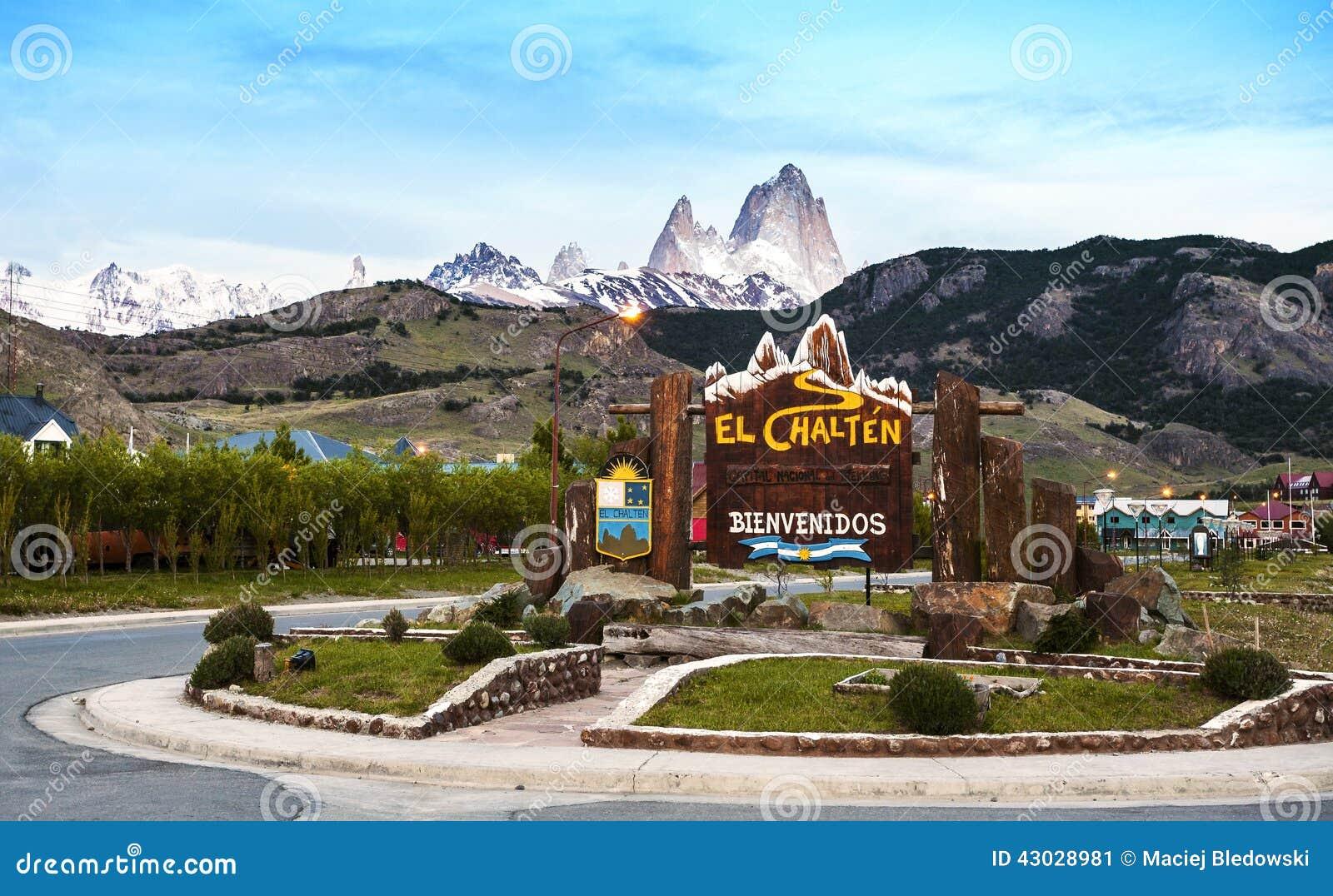 Welcome to El Chalten village sign. Fitz Roy