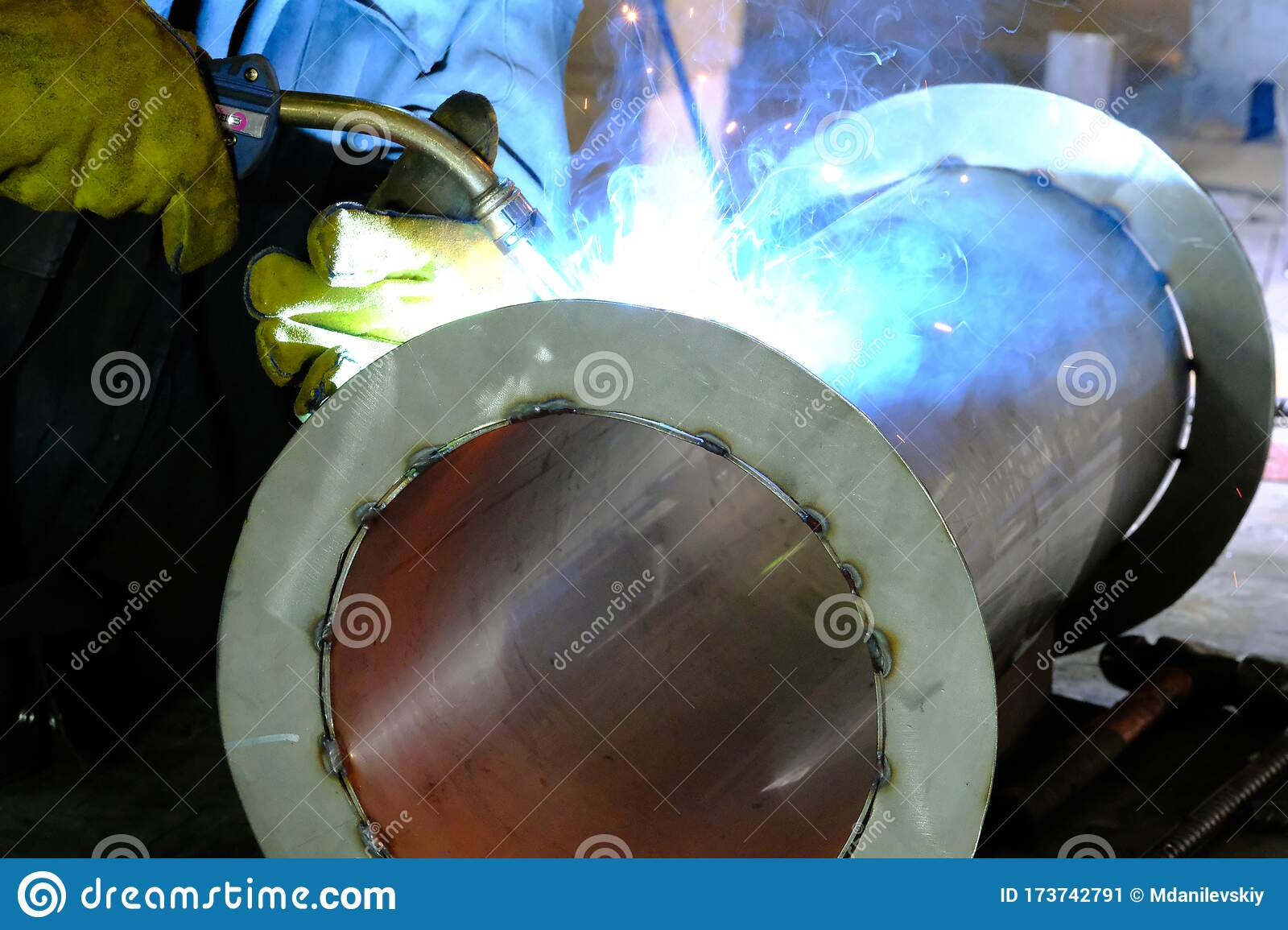 Welding Stainless Steel Pipes Using Semi Automatic Arc Welding Stock Image Image Of Lights Essence 173742791